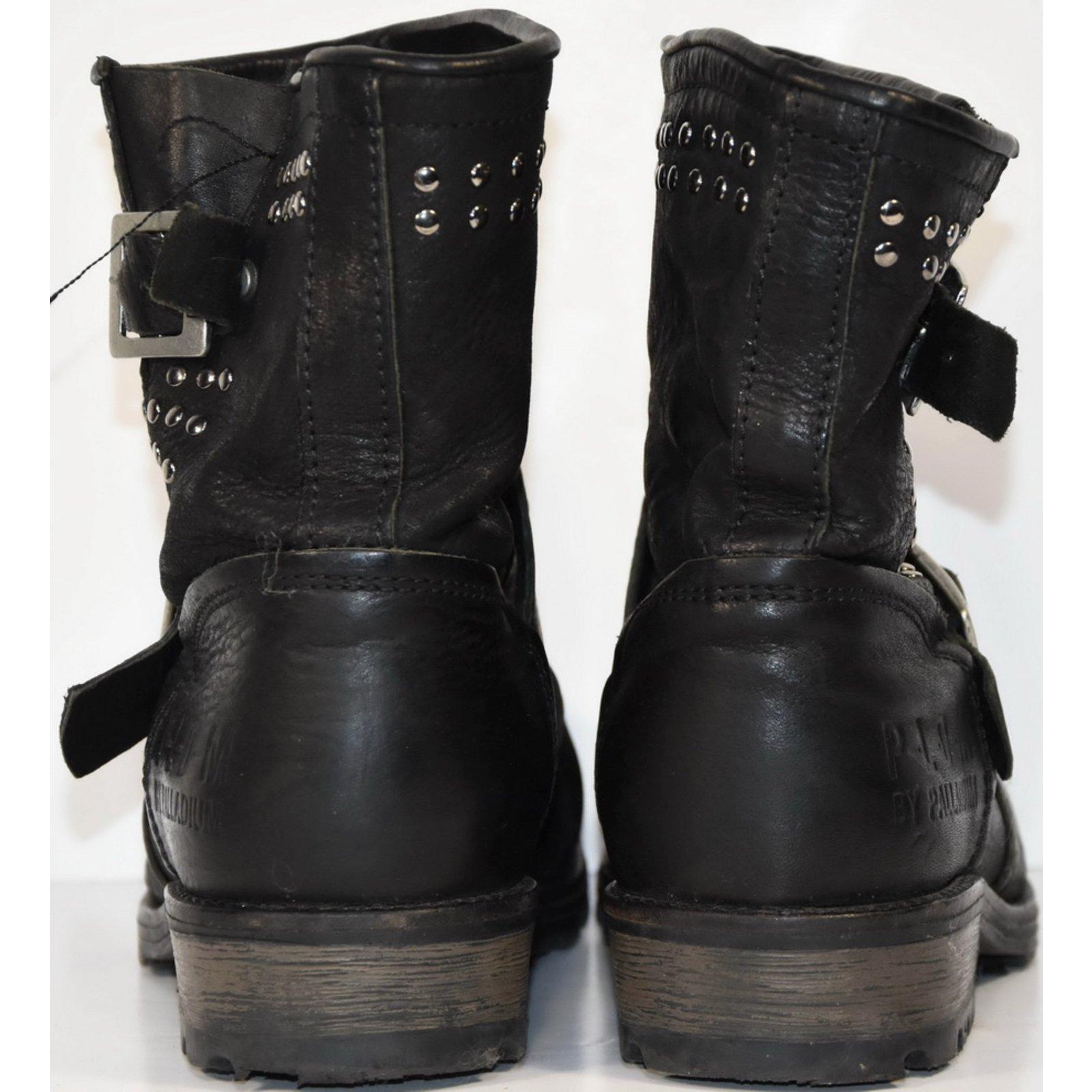 Boots modèle UPCAST STUD noir PALLADIUM