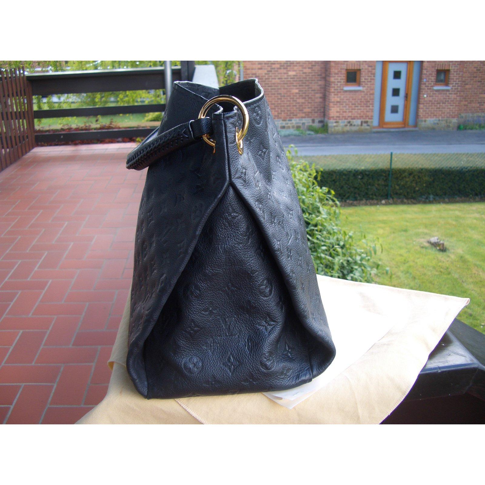 b3a7f19a890 Sacs à main Louis Vuitton Artsy empreinte Cuir Noir ref.38713 - Joli Closet