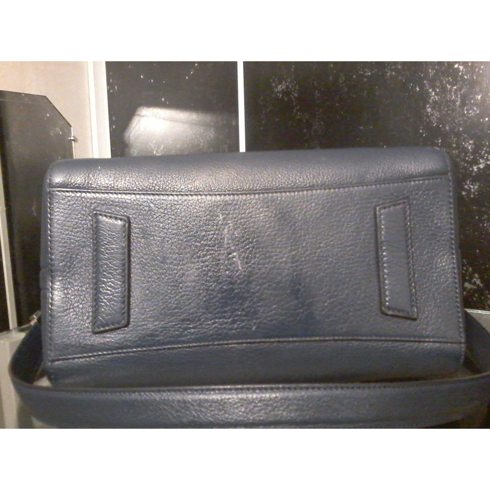 085b86c3aa Givenchy Handbag Handbags Leather Navy blue ref.39134 - Joli Closet