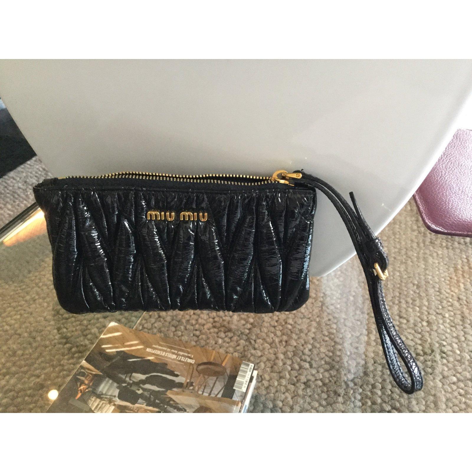 5ba4518e647 Miu Miu Clutch bag Clutch bags Patent leather Black ref.39420 - Joli Closet
