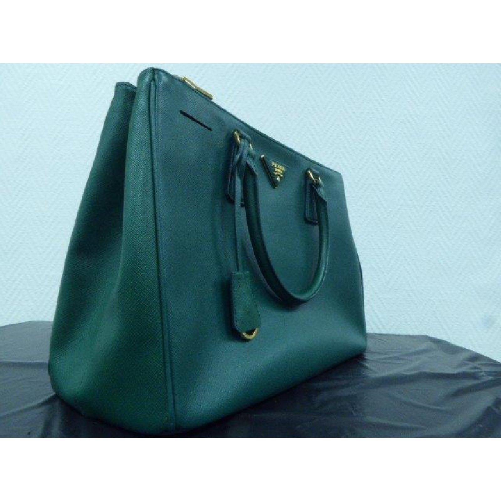 b8f077b217 Prada Prada Saffiano Tote Totes Leather Green ref.40046 - Joli Closet