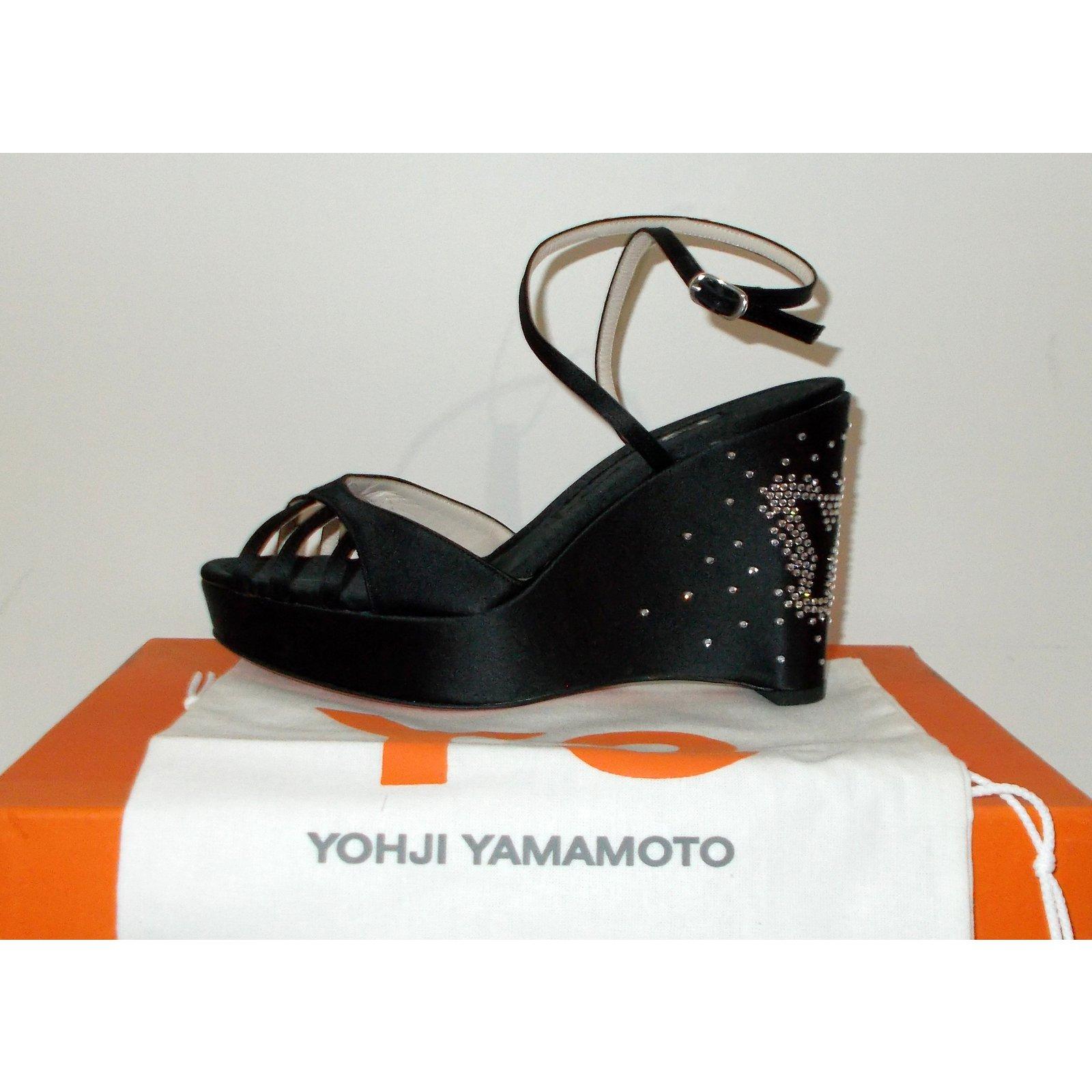 sandales yohji yamamoto sandales strass y 3 yohji yamamoto pour adidas cuir satin noir. Black Bedroom Furniture Sets. Home Design Ideas