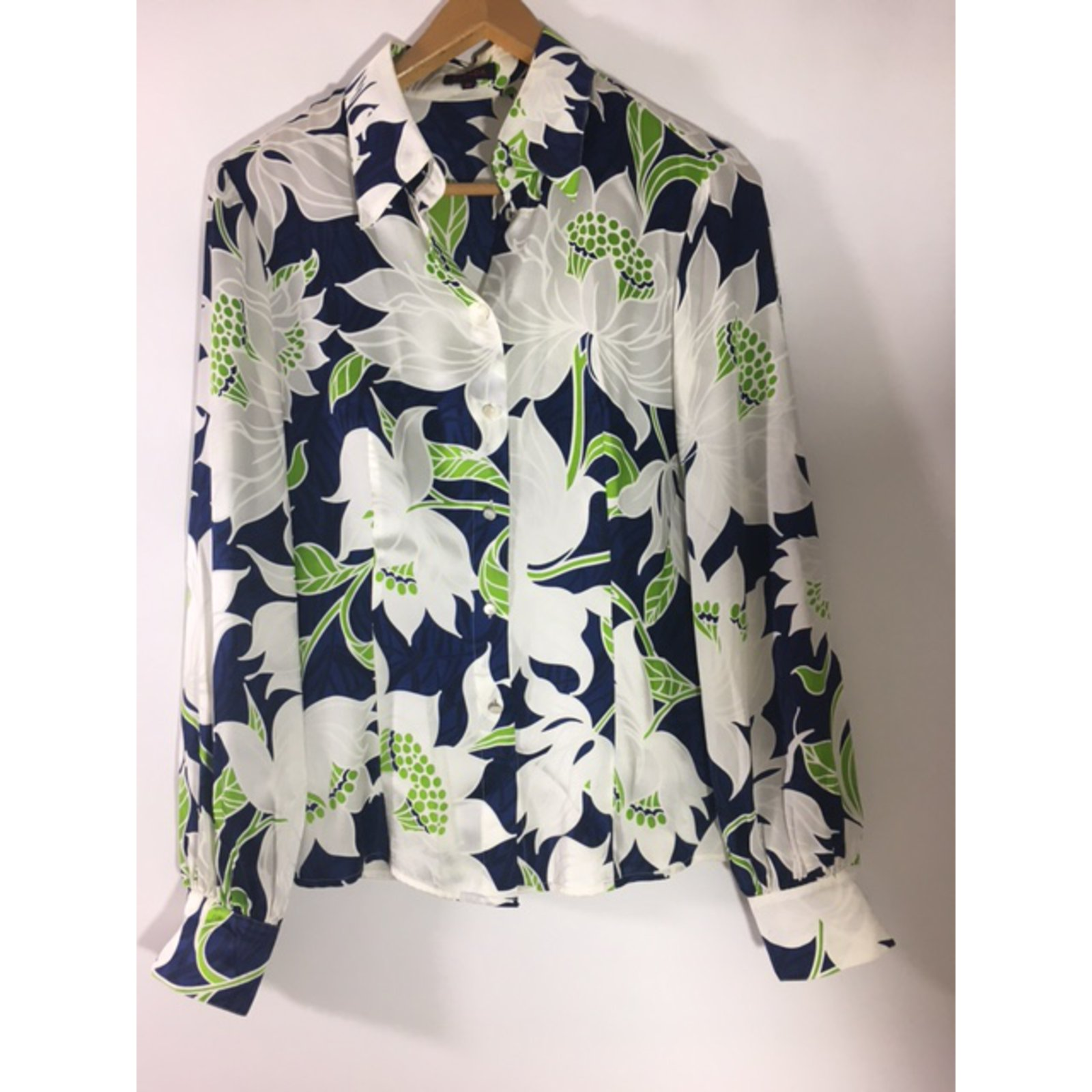 6149af09761783 Escada Silk shirt Tops Silk Multiple colors ref.40681 - Joli Closet