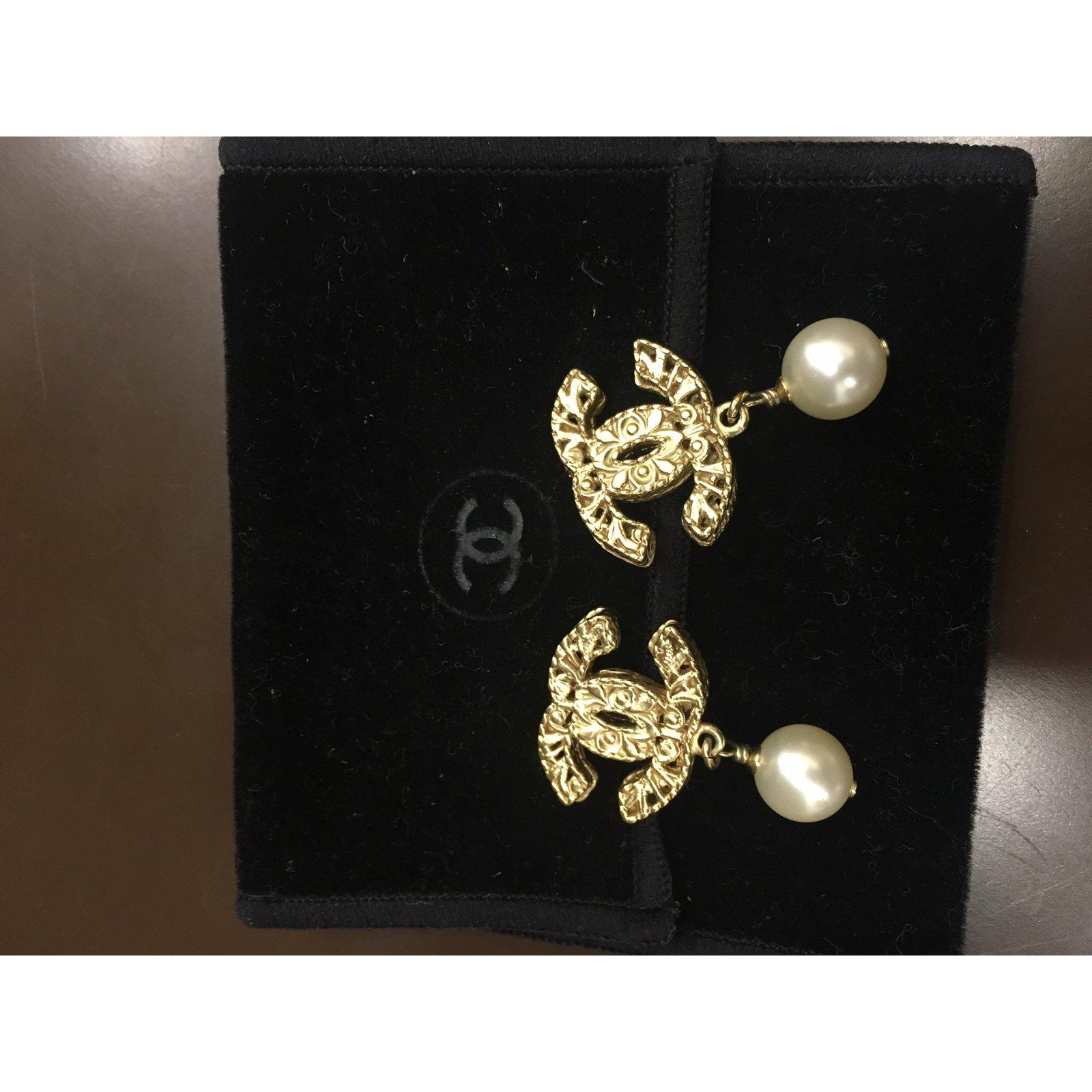 prix boucle d oreille chanel perle bijoux la mode. Black Bedroom Furniture Sets. Home Design Ideas