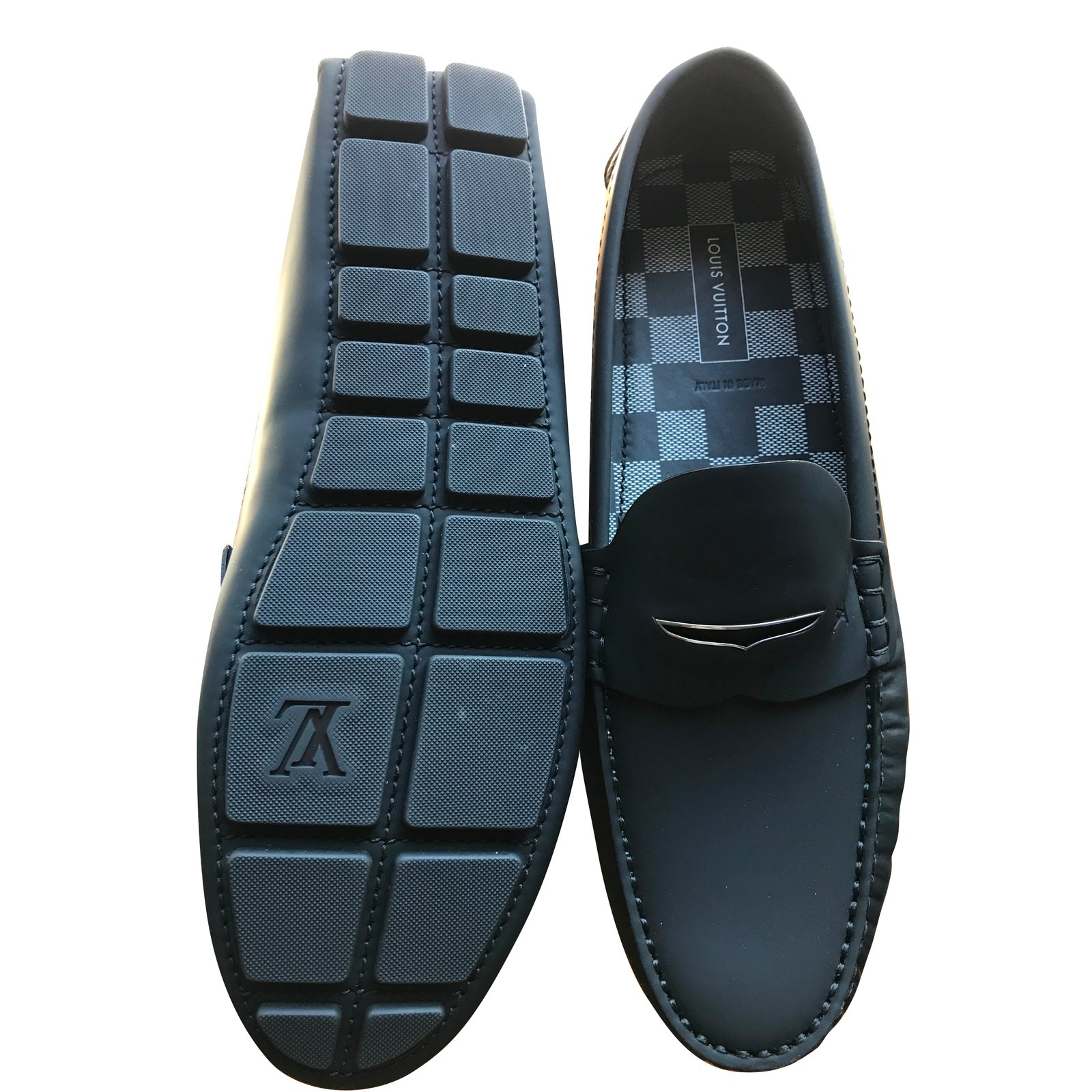 ccb11093b4d Louis Vuitton Shade Loafers Slip ons Loafers Slip ons Leather Navy blue  ref.43083 - Joli Closet