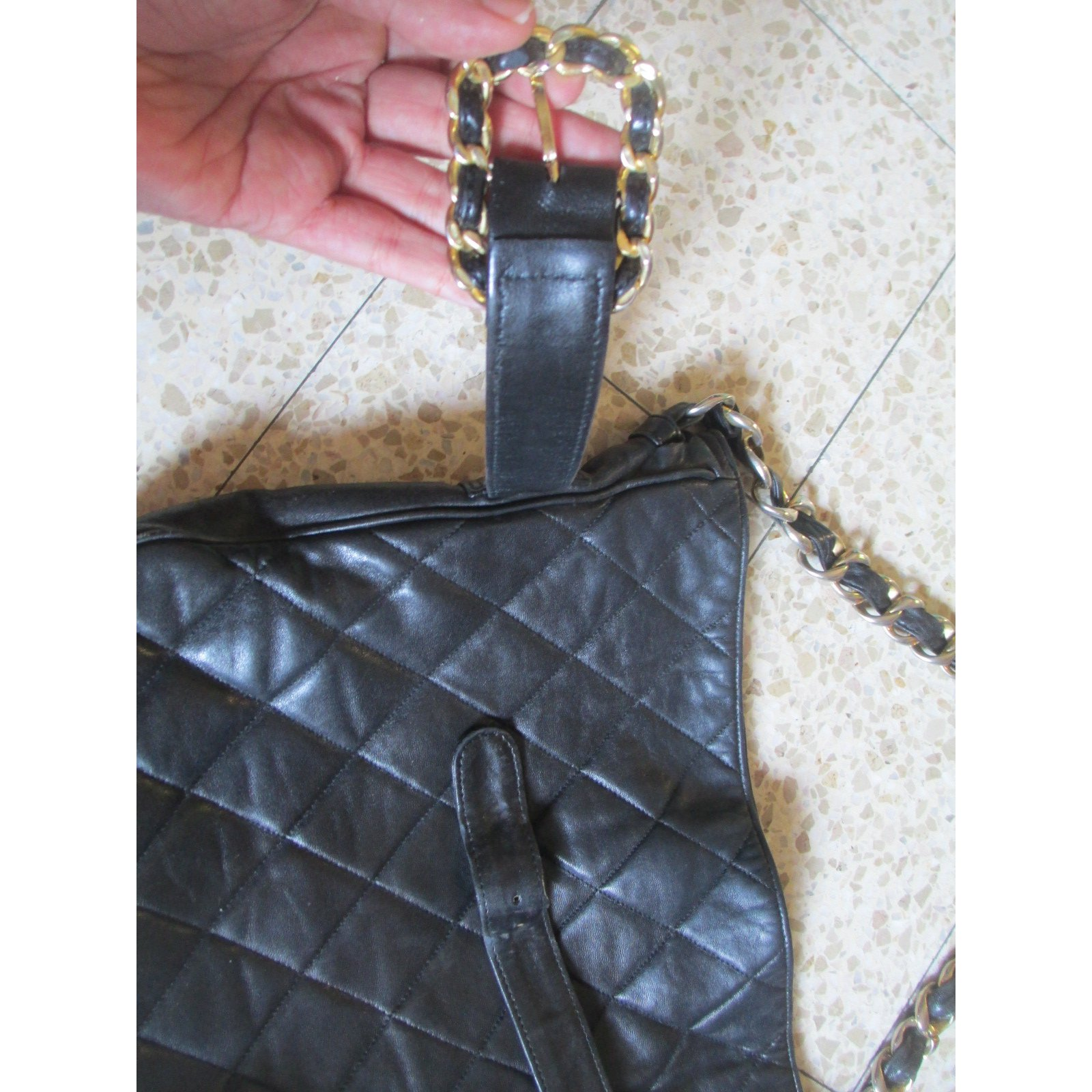Cabas chanel cabas cuir noir joli closet for Reparation canape cuir paris
