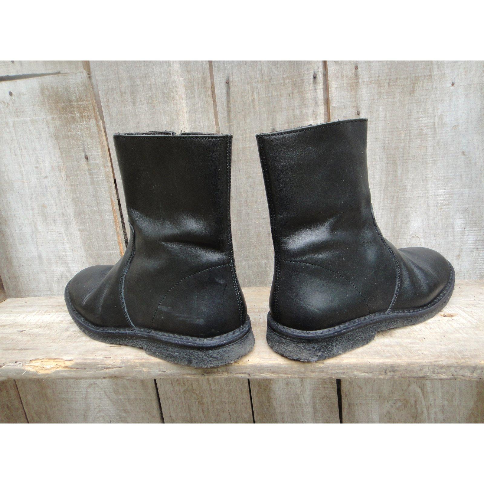 bottes boots apc bottes boots cuir noir joli closet. Black Bedroom Furniture Sets. Home Design Ideas