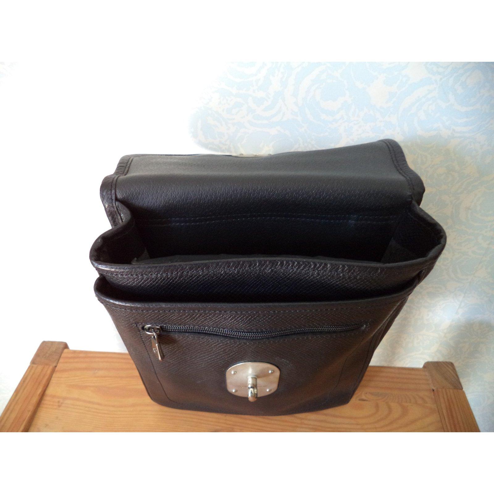 petite maroquinerie homme longchamp sacoche cuir cuir noir joli closet. Black Bedroom Furniture Sets. Home Design Ideas