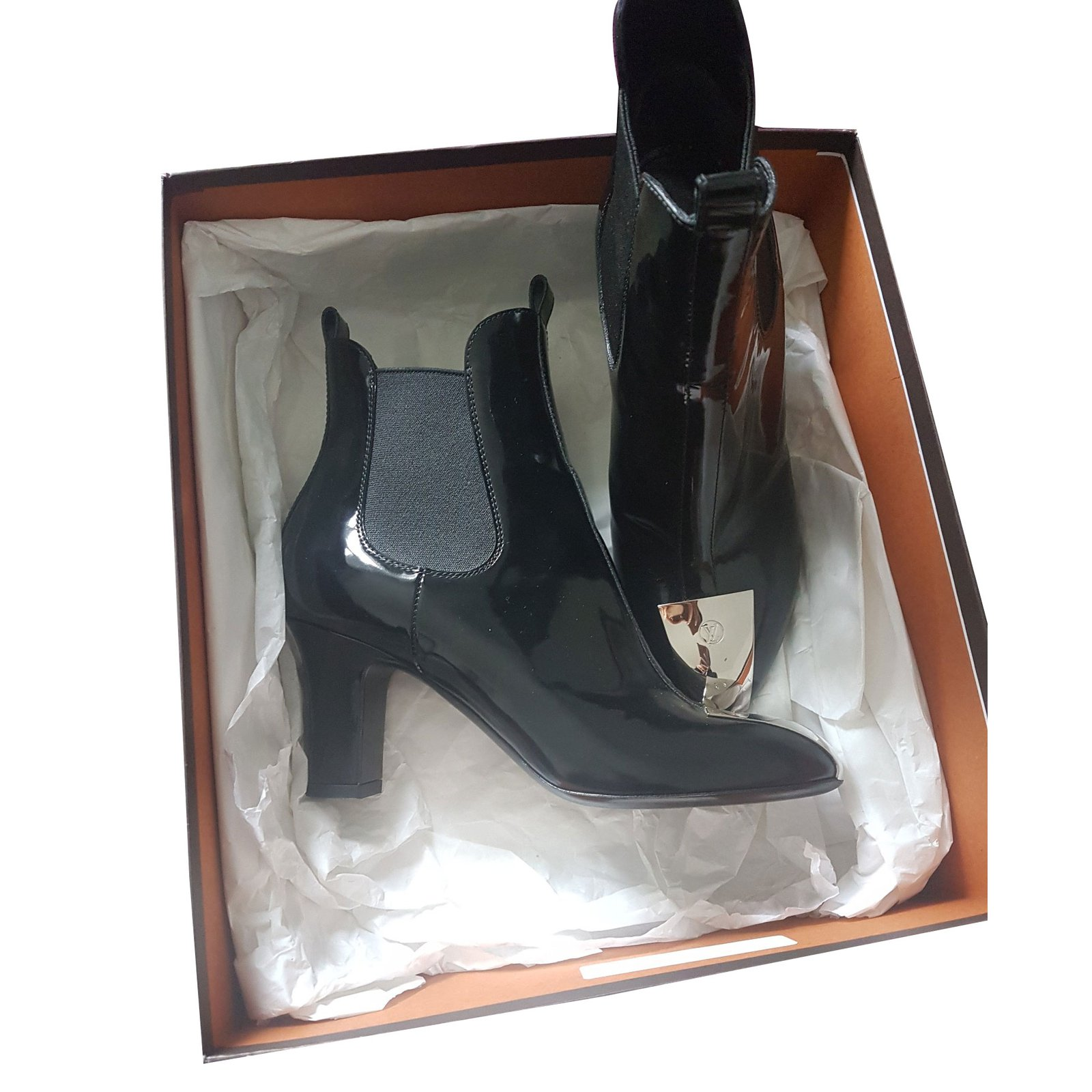 aca66685155d Louis Vuitton Cosplay Ankle Boots Ankle Boots Patent leather Black  ref.44516 - Joli Closet
