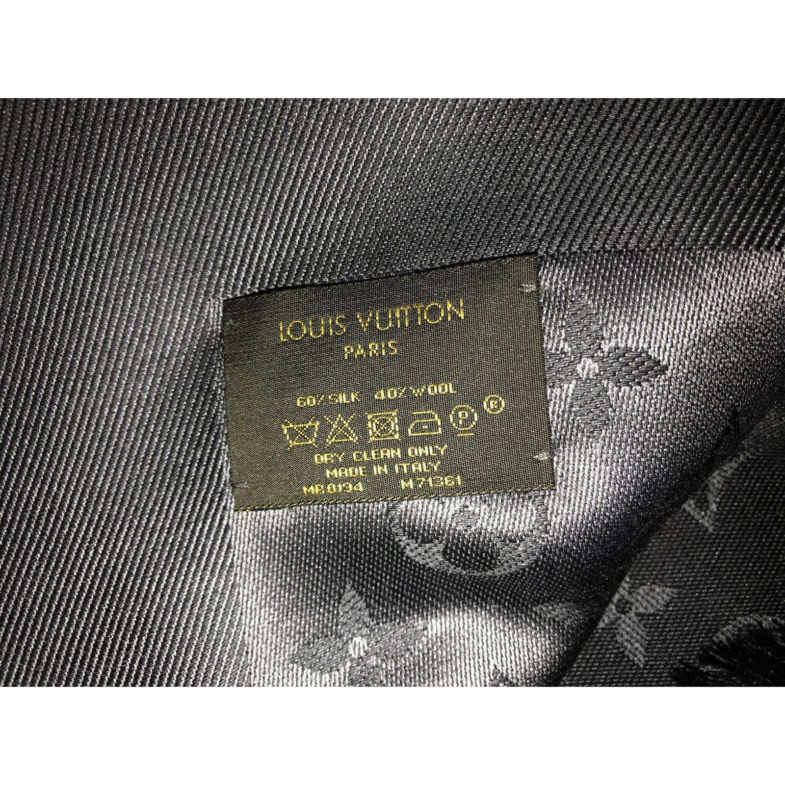 0f067eb1327d Louis Vuitton Scarves Scarves Silk Grey ref.45607 - Joli Closet