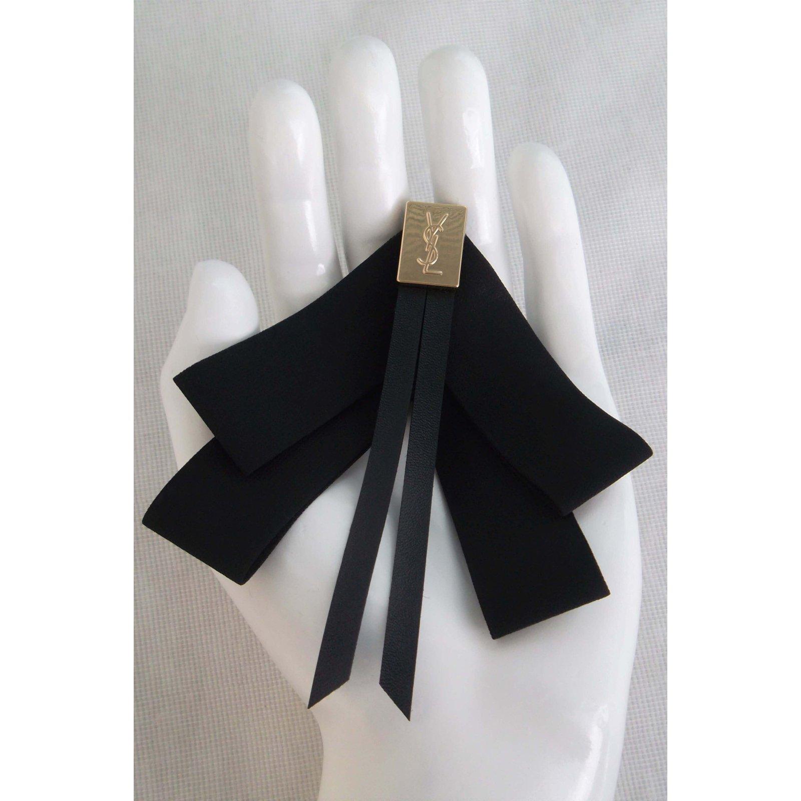 f761e492afd Yves Saint Laurent Brooch Pins & brooches Polyester Black ref.45877 - Joli  Closet