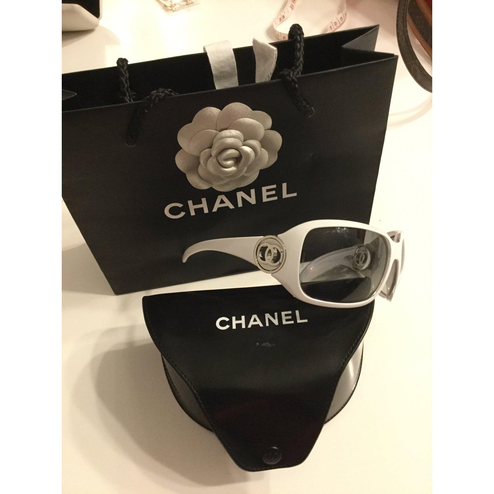 dd44cee244b Chanel Sunglasses Sunglasses Plastic White ref.47846 - Joli Closet