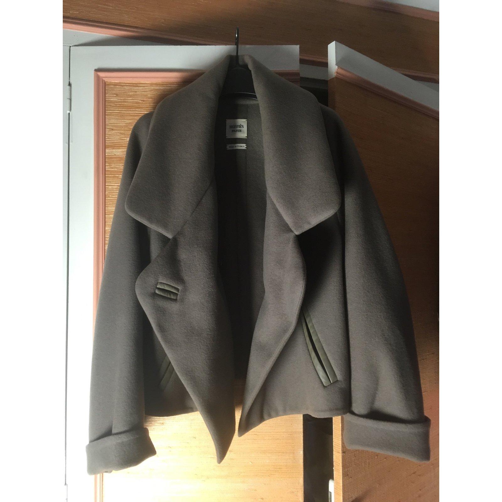 Manteau court et cintre