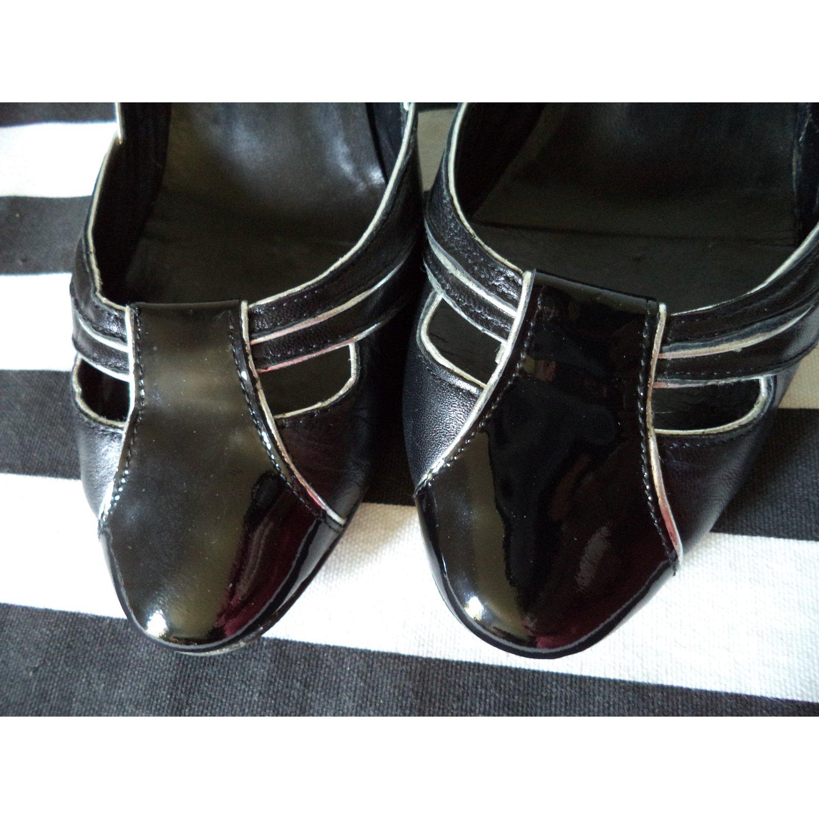 bfc00104b483 Gaspard Yurkievich Kitten Heel Pumps Heels Patent leather Black ref.49644 -  Joli Closet