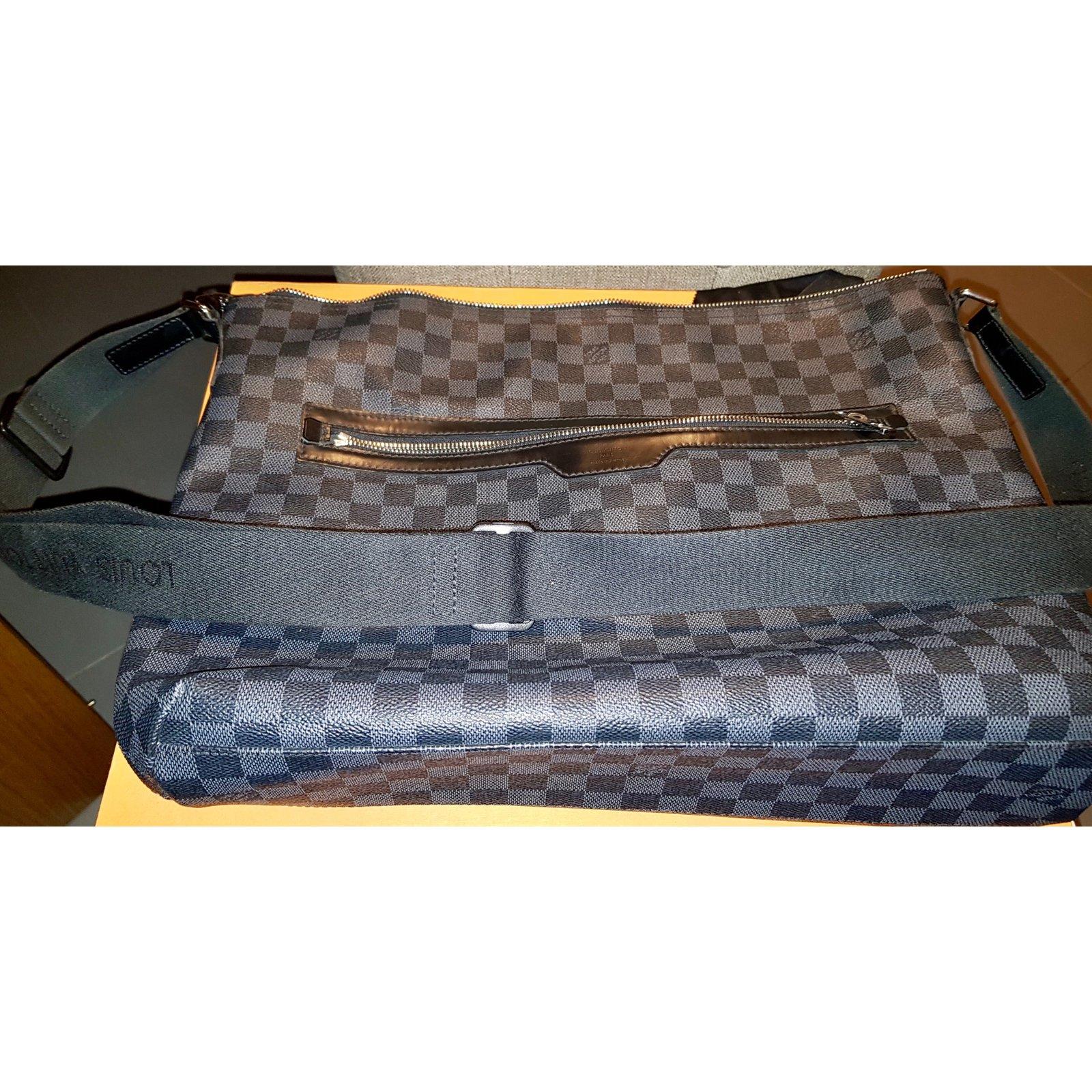 Sacs Louis Vuitton Sac bandoulière Louis Vuitton damier graphite pour homme  Toile Gris ref.53036 - Joli Closet 9e07ab3f14f