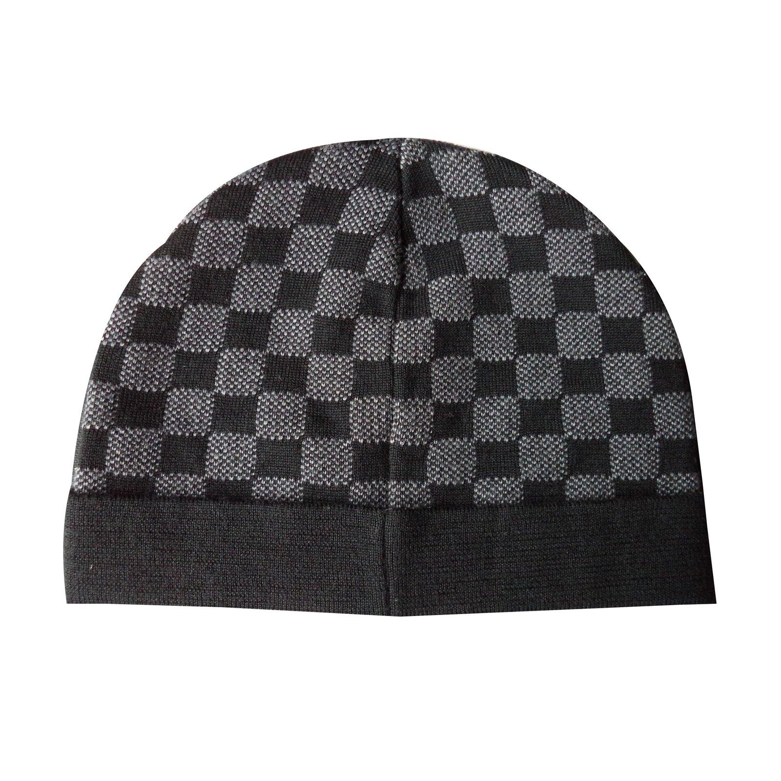 Louis Vuitton Hats Beanies Hats Beanies Wool Grey ref.53168 - Joli ... fcfcd158560a