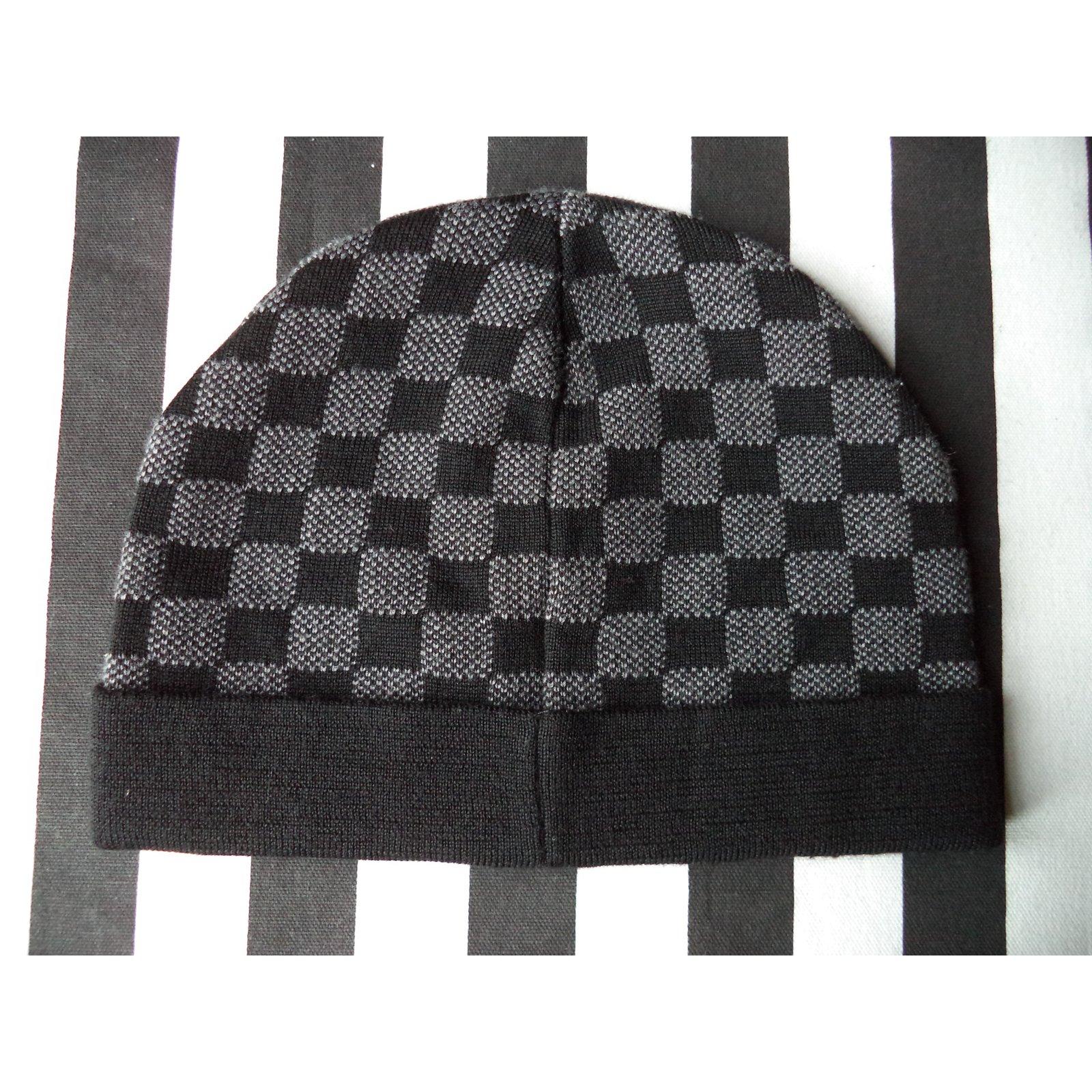 7e83e16f528d Louis Vuitton Hats Beanies Hats Beanies Wool Grey ref.53168 - Joli Closet