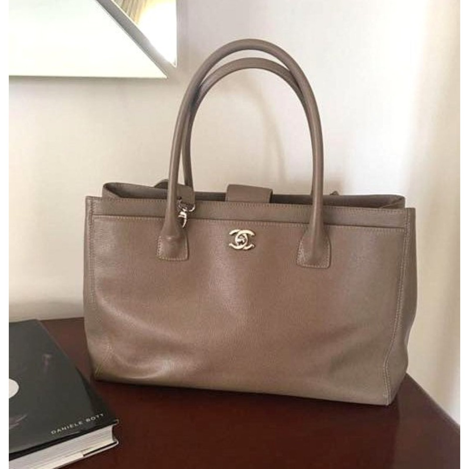 6586cd3ab7db Chanel Cerf tote Handbags Leather Taupe ref.54364 - Joli Closet