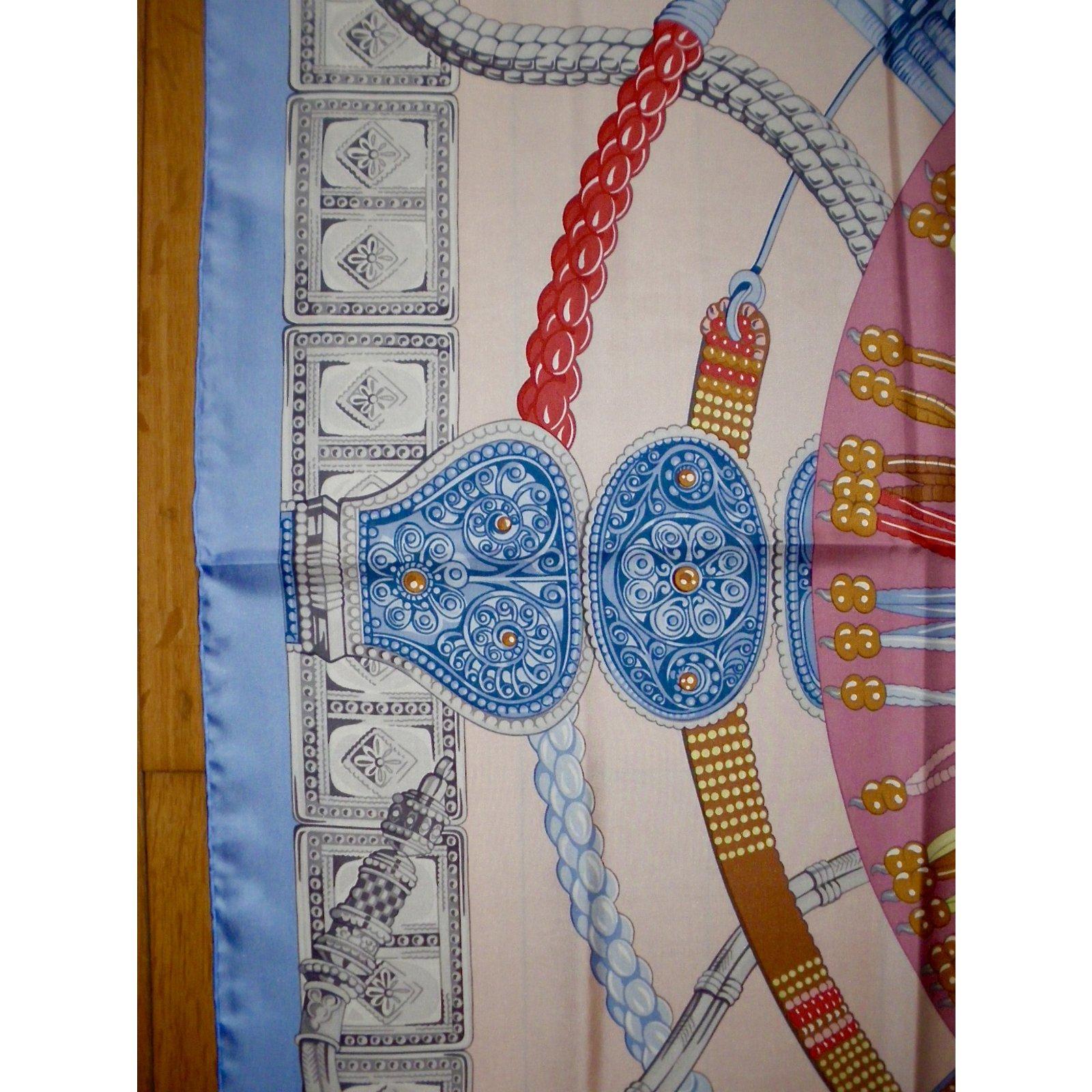 fd75f25428 Carrés Hermès CEINTURES et LIENS Soie Multicolore ref.55222 - Joli Closet