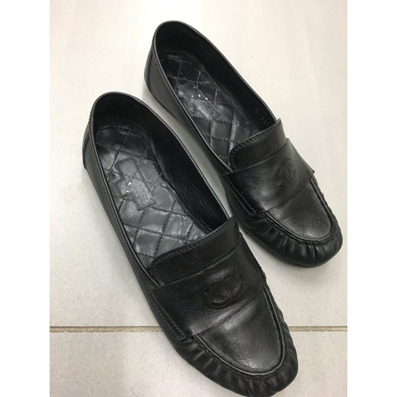 a83cb7b92170 Facebook · Pin This. Chanel Flats Flats Leather Black ref.56661