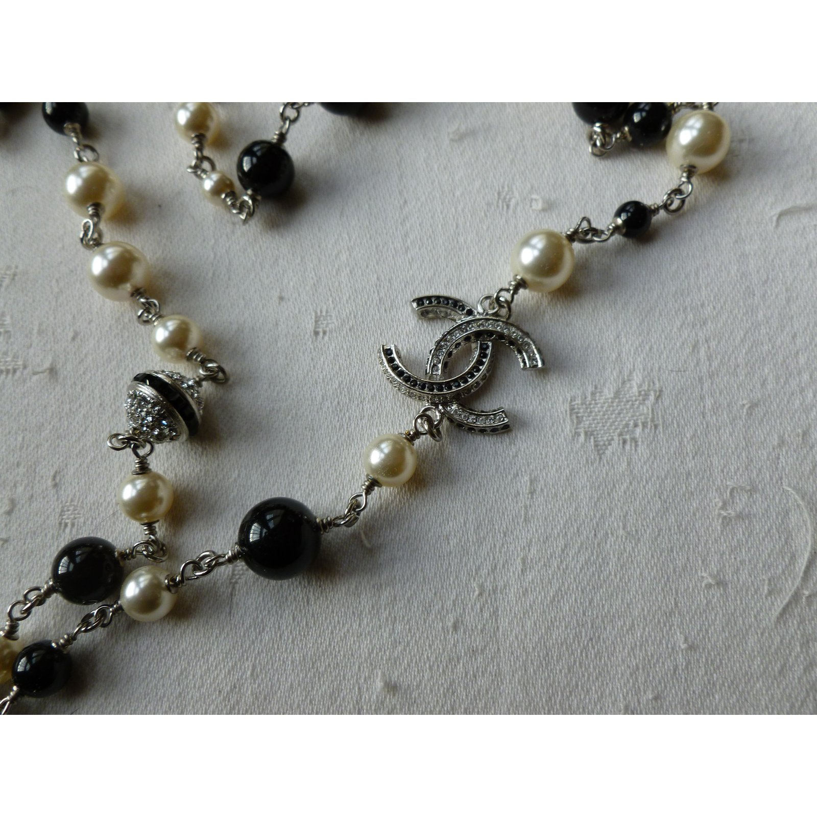 973aa2c84aaa75 Chanel Long necklaces Long necklaces Steel Silvery ref.57117 - Joli Closet