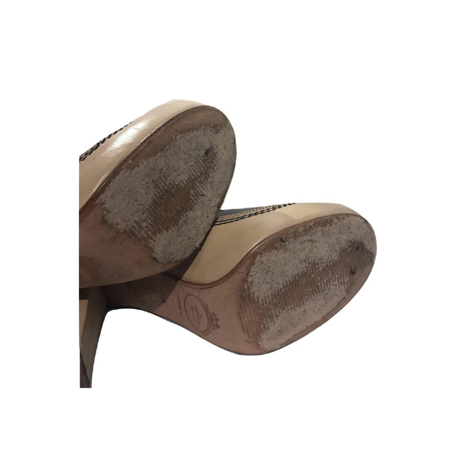e4e2ca91c92 By Malene Birger Heels Heels Patent leather Cream ref.58840 - Joli Closet