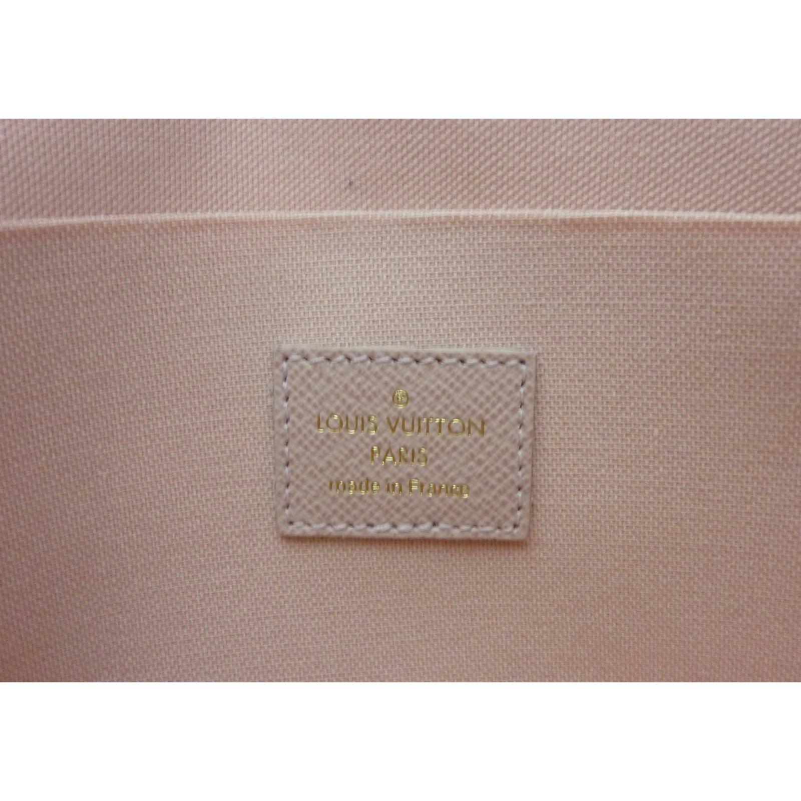 c7d612147924 Facebook · Pin This. Sacs à main Louis Vuitton Sac Pochette Louis Vuitton  Félicie à damier azur état neuf !