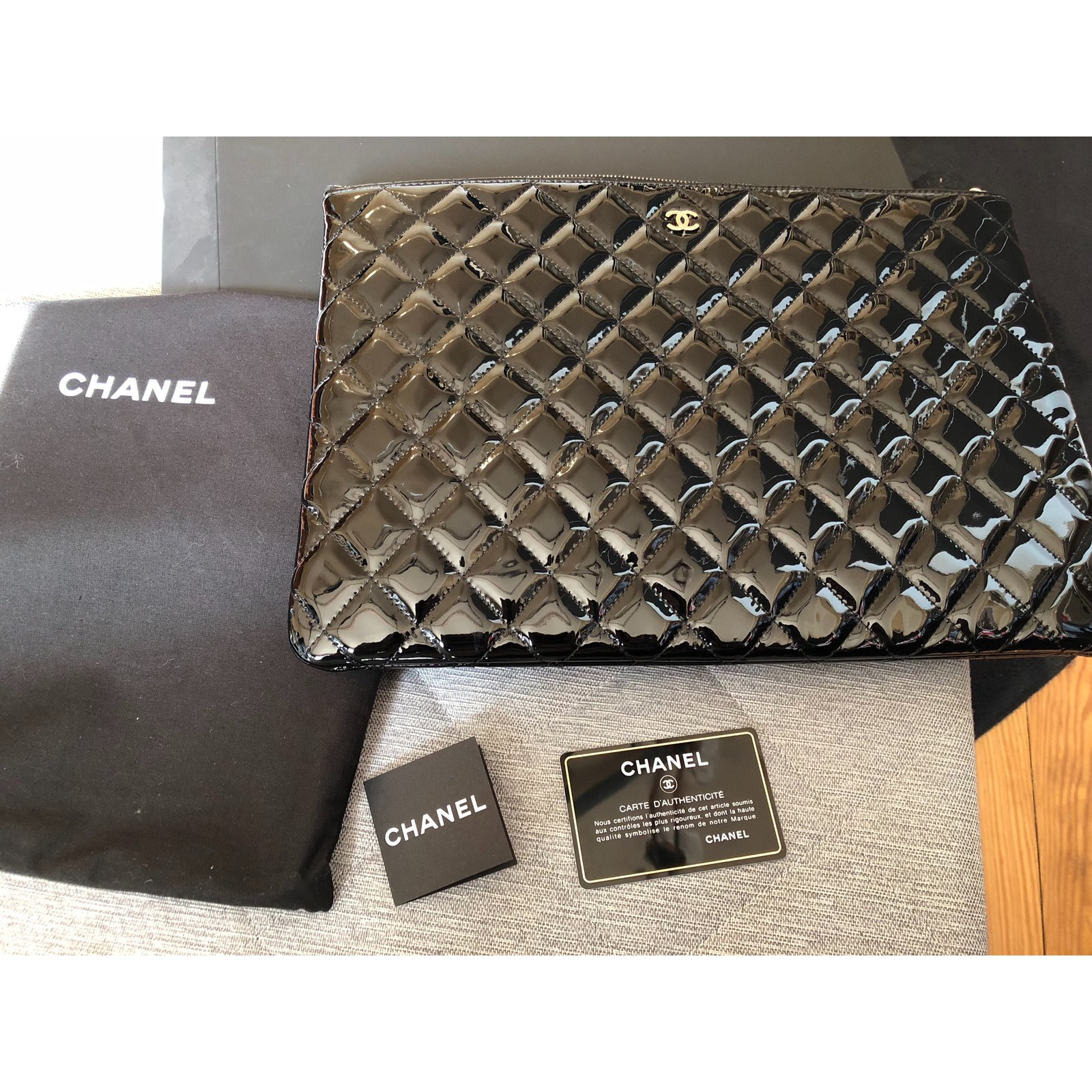 7d06468fc059 Chanel Clutch bags Clutch bags Patent leather Black ref.59542 - Joli Closet