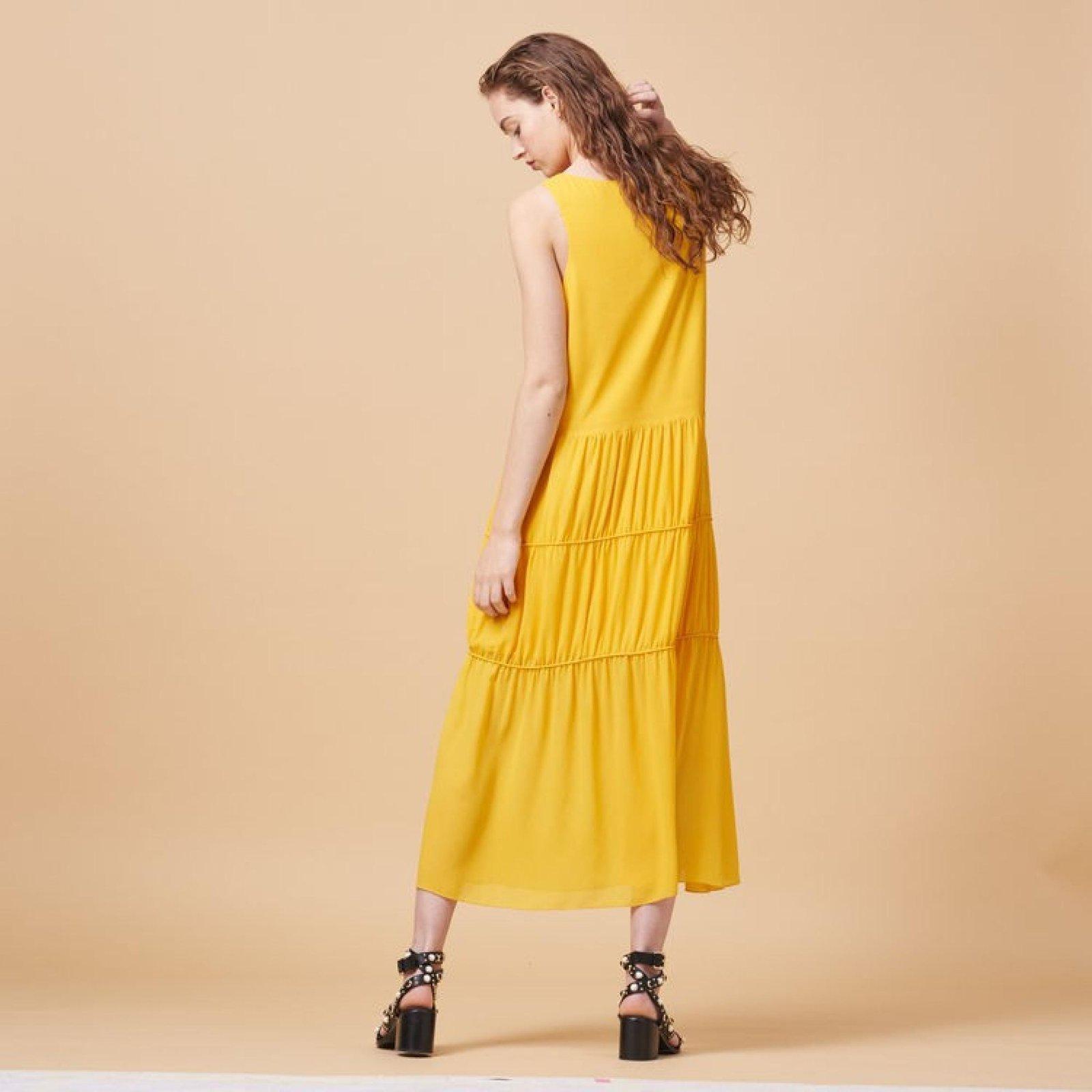robe de crepe jaune maje