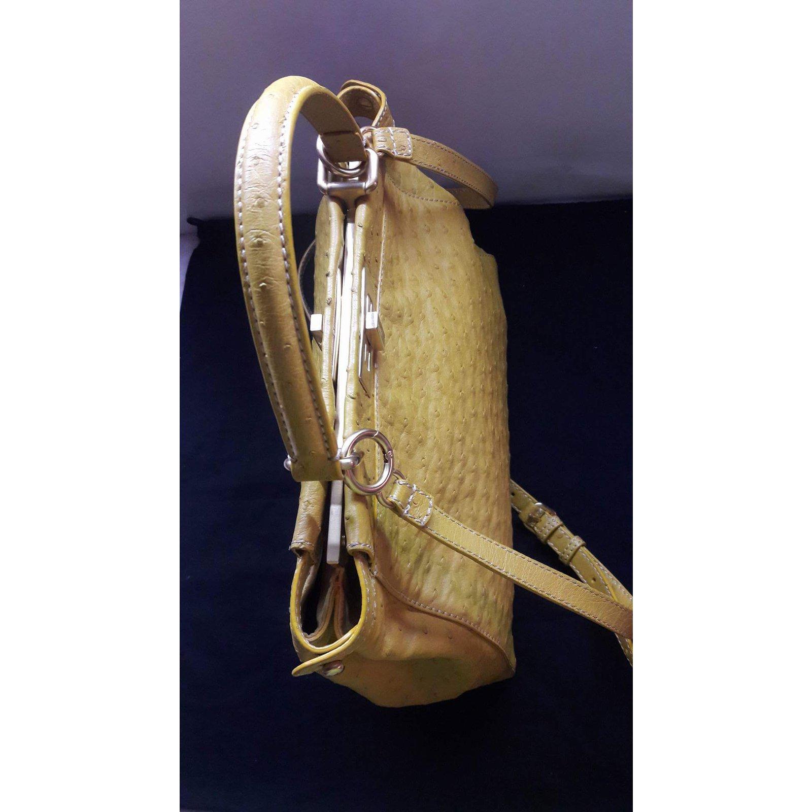 Sacs à main Fendi Ostrich Peekaboo Cuirs exotiques Jaune ref.62950 - Joli  Closet b4d8385874125