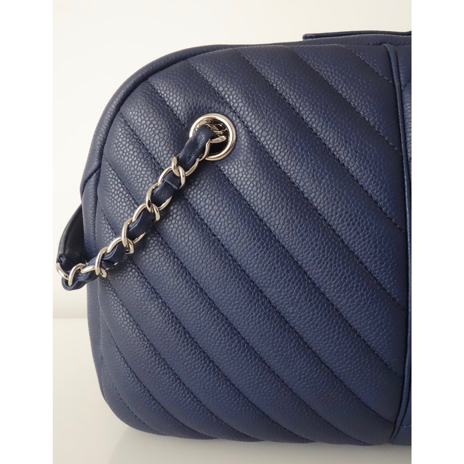 Chanel CHANEL BOWLING CHEVRON Handbags Leather Navy blue ref.64362 - Joli  Closet 0aae3f78d8