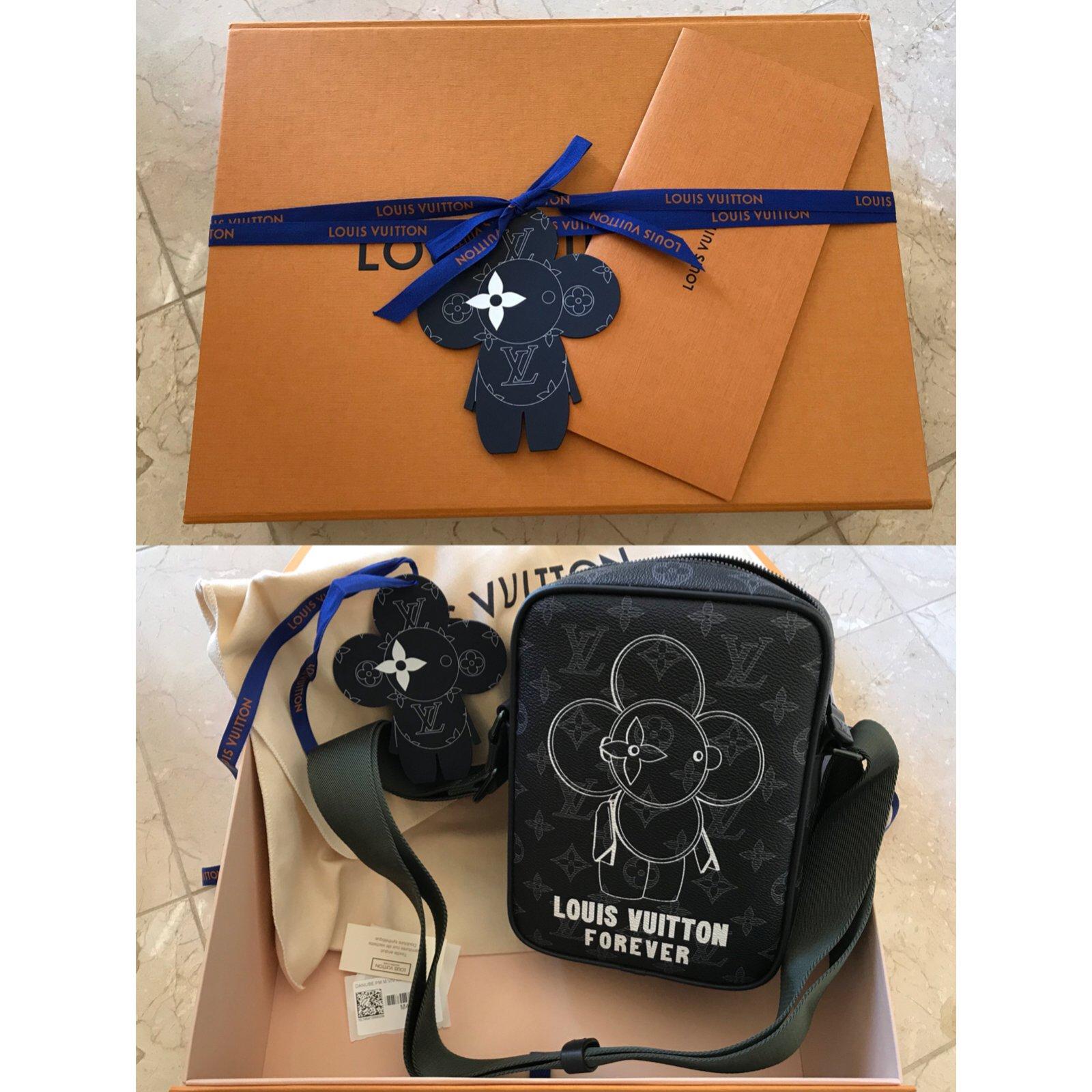 1826822332e3 Louis Vuitton Danube PM Vivienne Monogram Éclipse Canvas Messenger Bag Bags  Briefcases Linen Multiple colors ref.68334 - Joli Closet