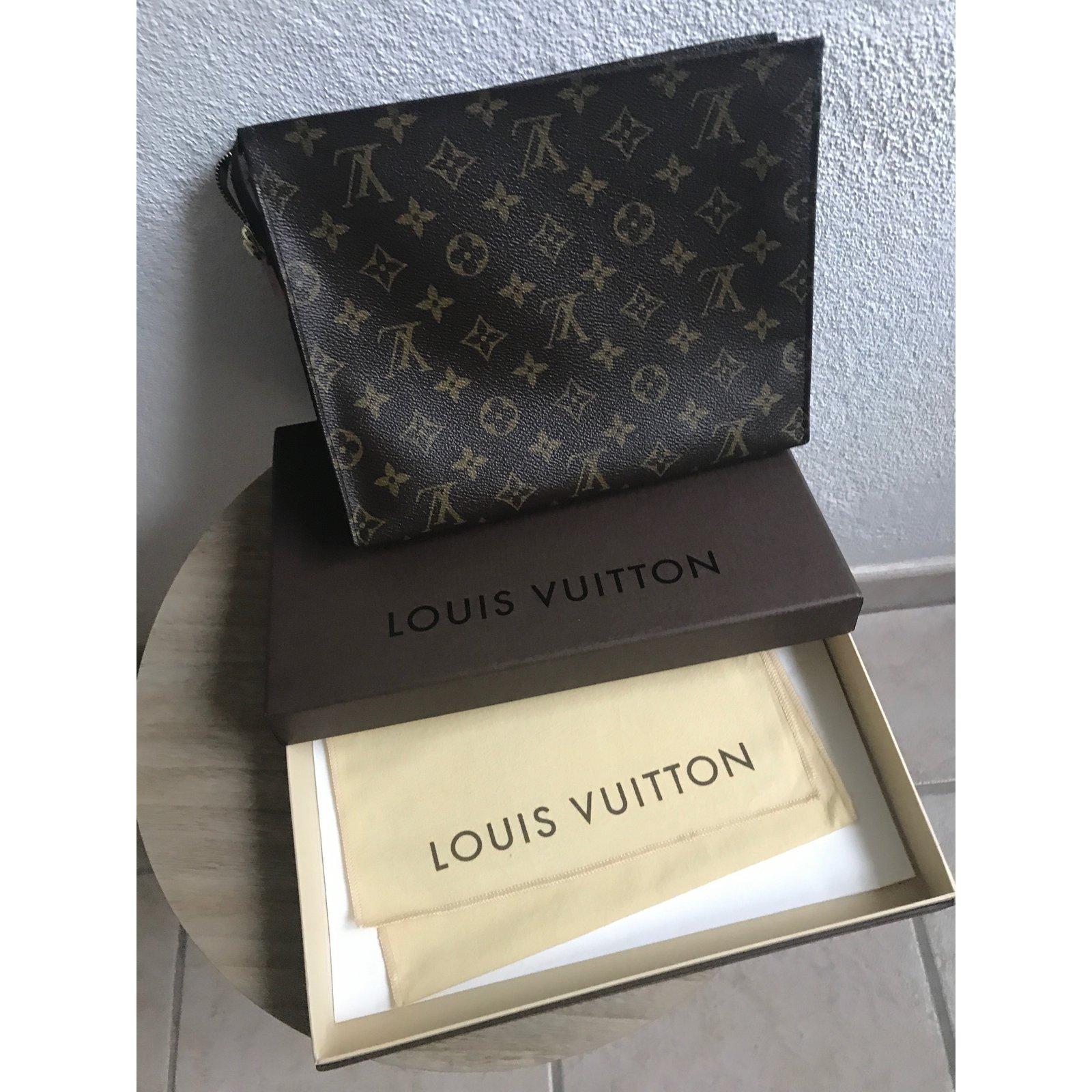 Pochettes Louis Vuitton Poche toilette 26 Cuir Marron ref.69183 - Joli  Closet d6e49284814