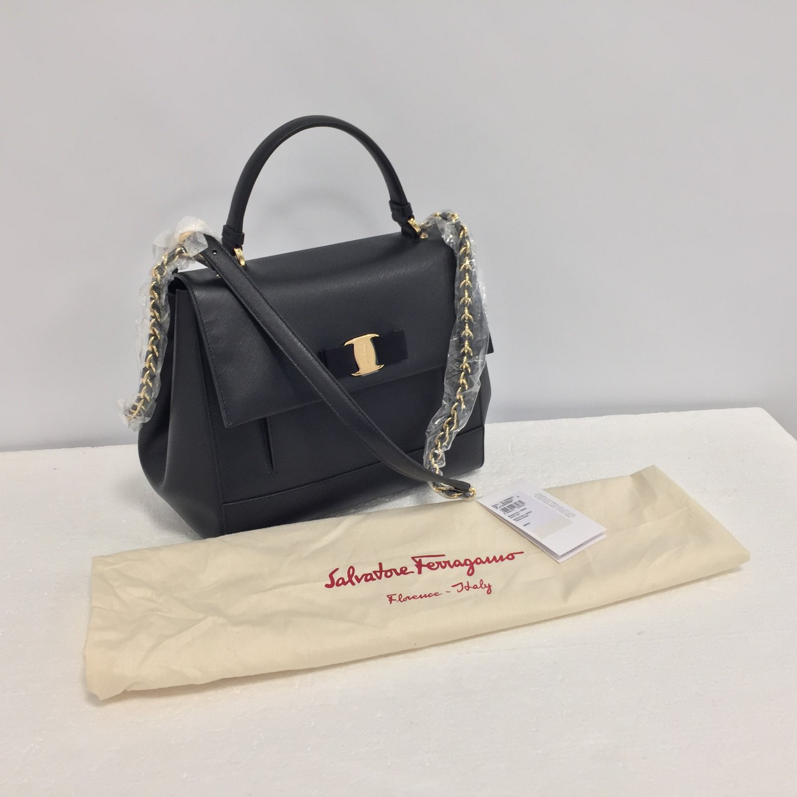 4aa281b6a7dc Salvatore Ferragamo Carrie bag Handbags Leather Black ref.69857 - Joli  Closet