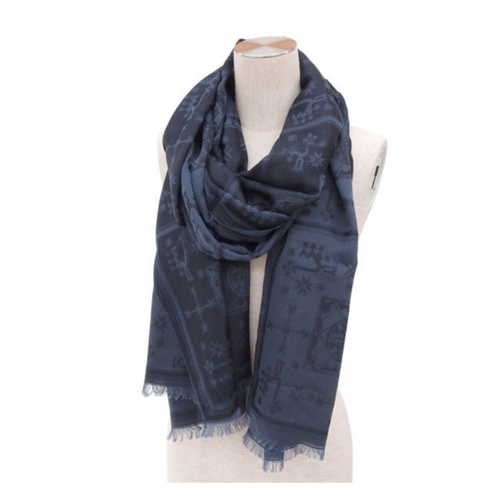 5af8e40cd819 Echarpes homme Louis Vuitton Echarpes homme Coton Bleu ref.71482 - Joli  Closet