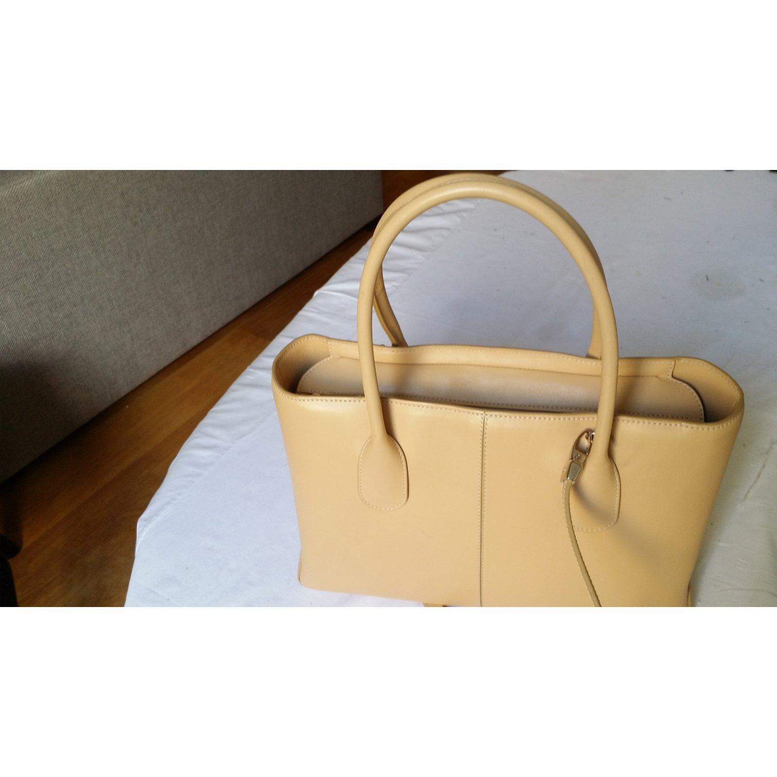 b0b3023f13f1b Tod's D-Bag Handbags Patent leather Beige ref.72081 - Joli Closet