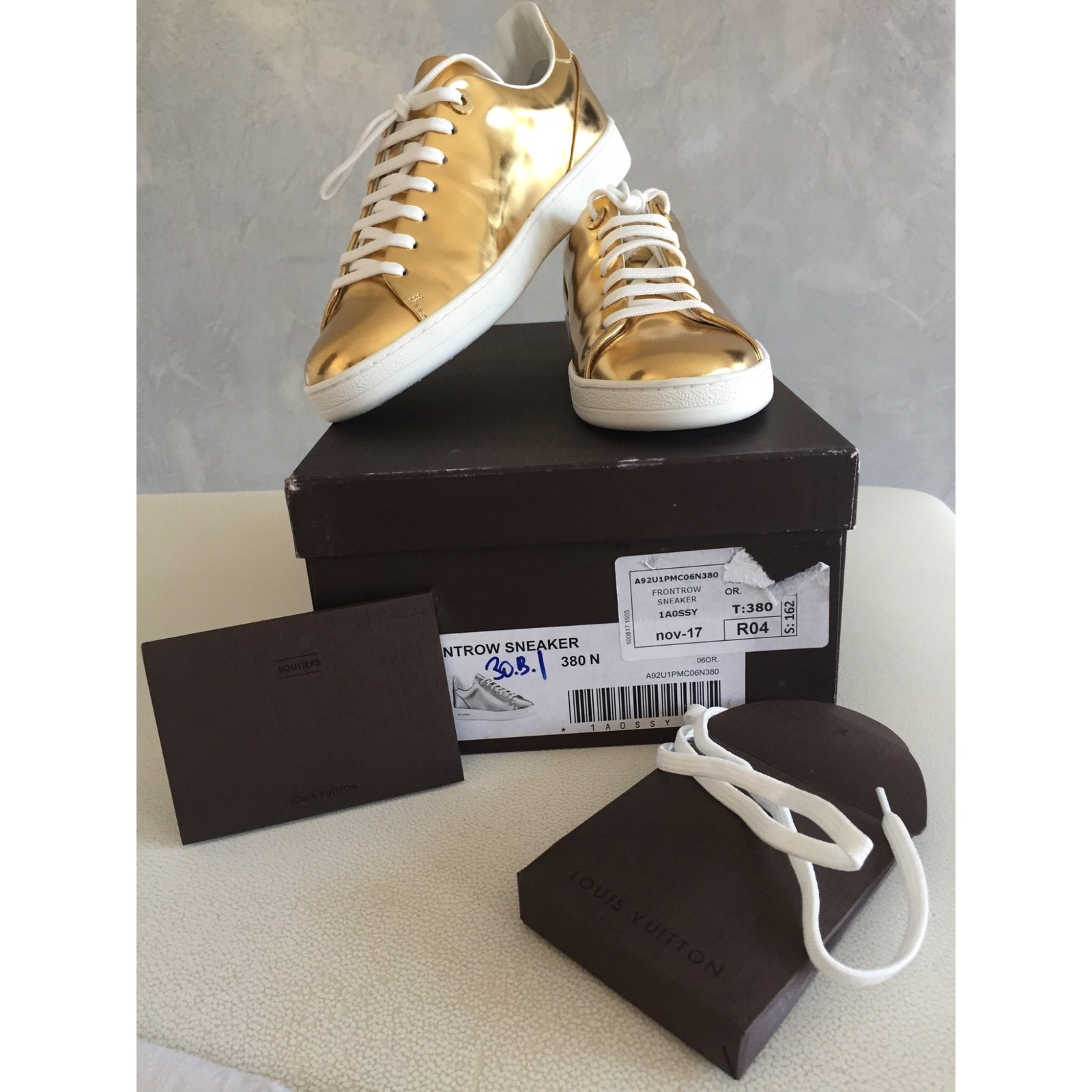 258496cf0e6f Louis Vuitton SNEAKER Lace ups Leather Golden ref.72585 - Joli Closet