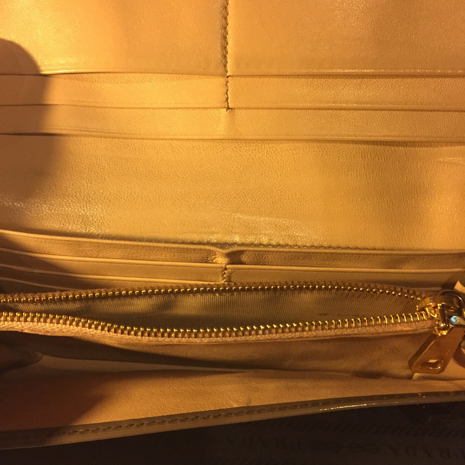 ea9cc8d2e5 Prada wallet Wallets Patent leather Olive green ref.73456 - Joli Closet