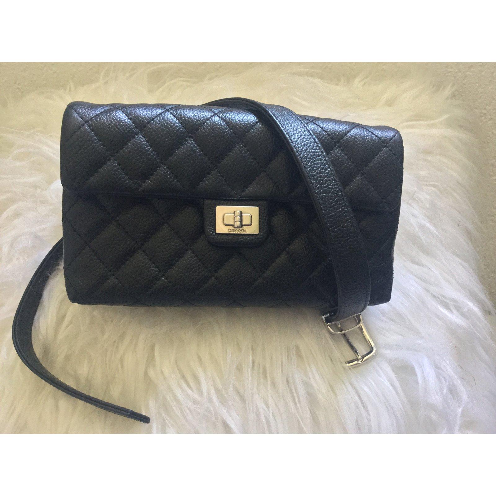 3fda3c1b175a7e Chanel belt bag Clutch bags Leather Black ref.74747 - Joli Closet
