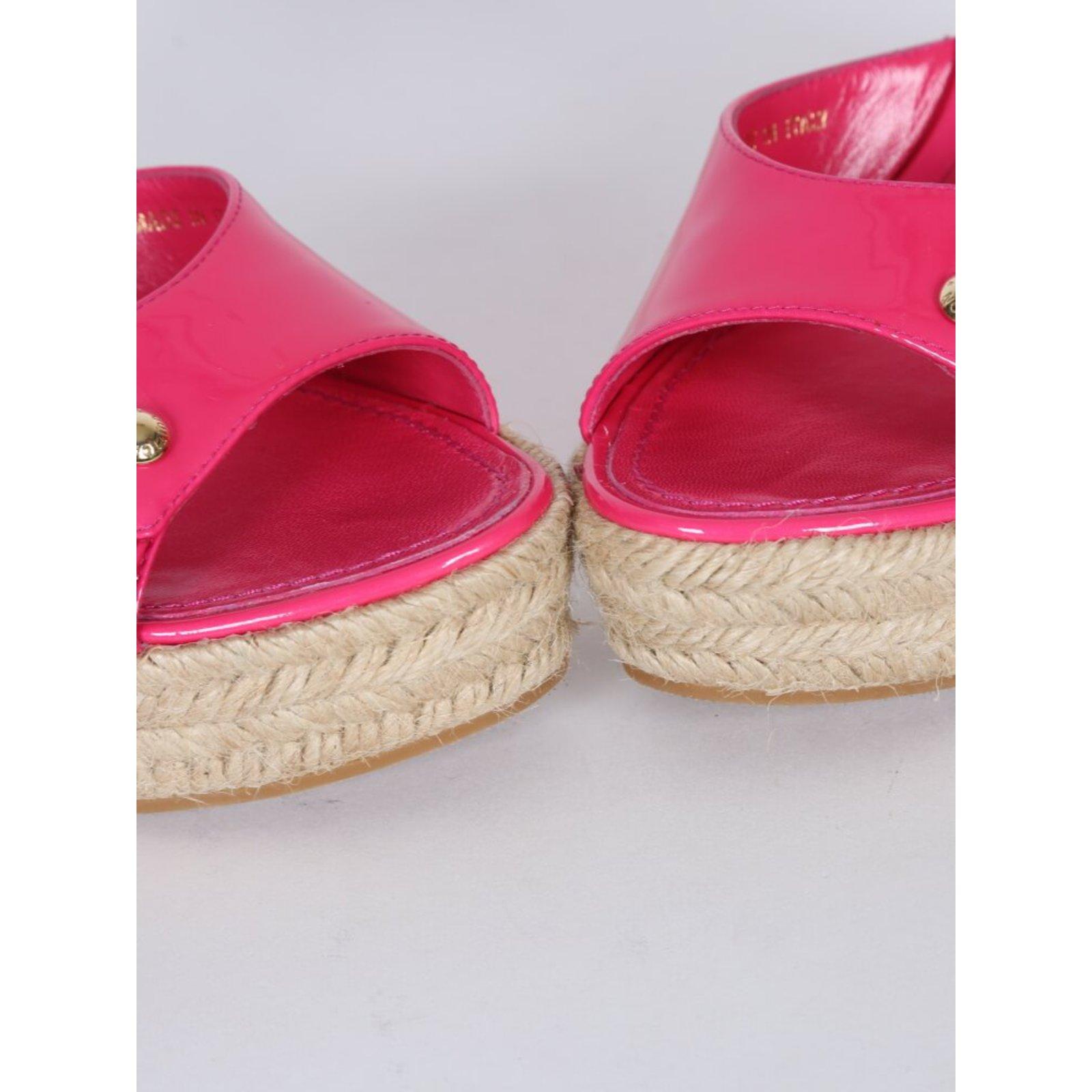 c54851b5efb1 Louis Vuitton sandals Sandals Patent leather Pink ref.76998 - Joli Closet