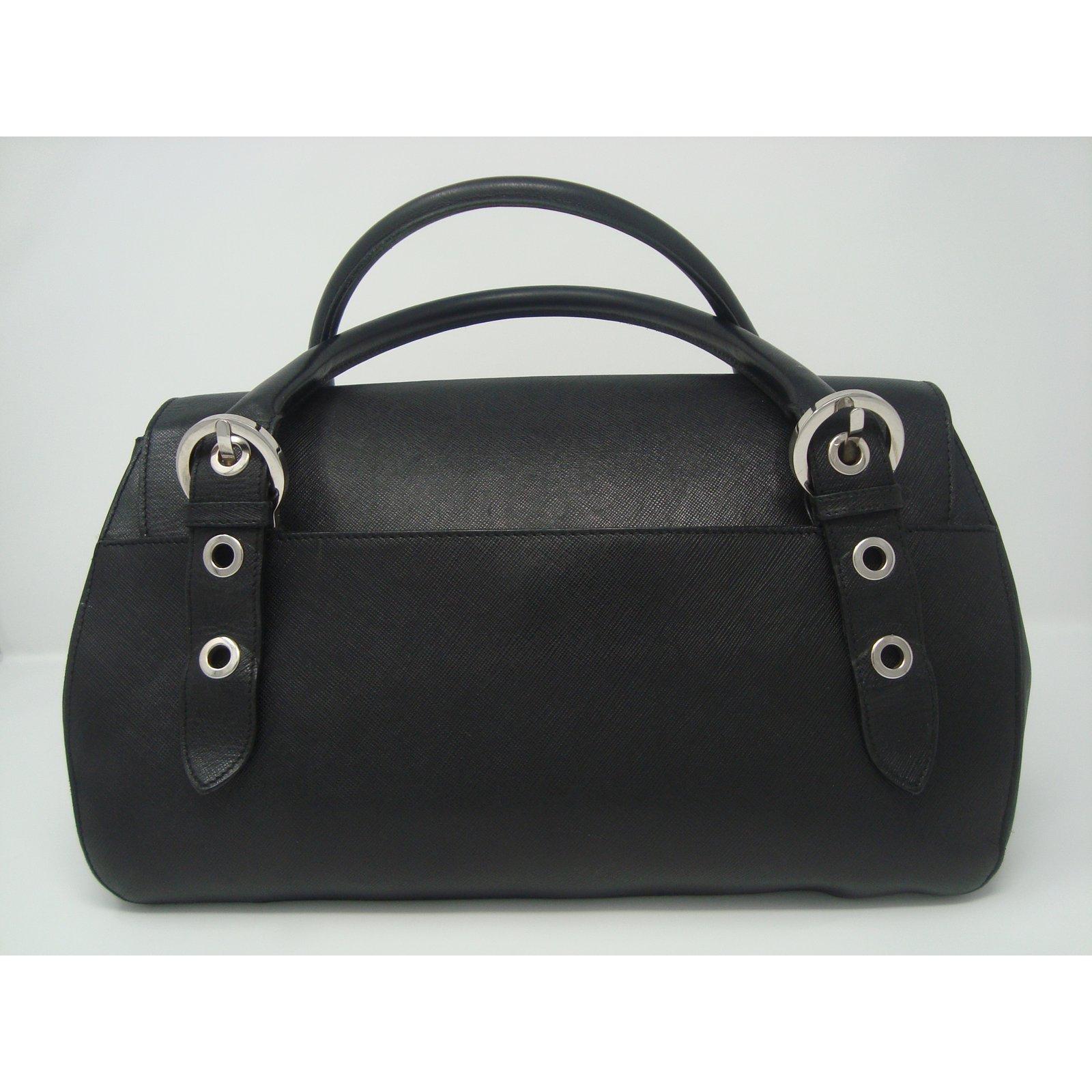435aab858 Salvatore Ferragamo Handbags Handbags Leather Black ref.77065 - Joli ...