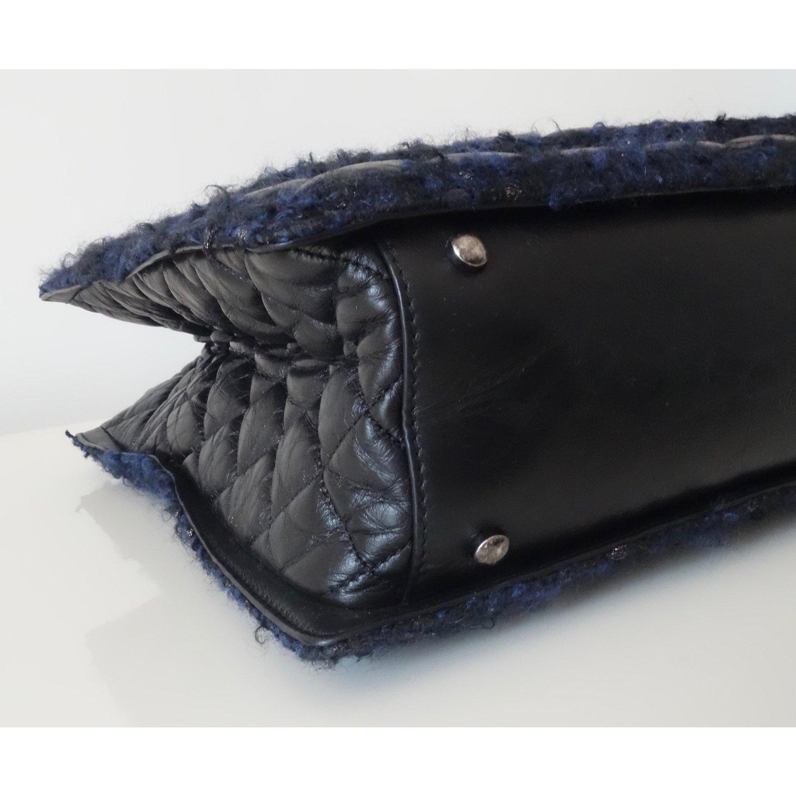 059dd807cd3b Chanel Handbags Handbags Leather,Tweed Navy blue ref.78486 - Joli Closet