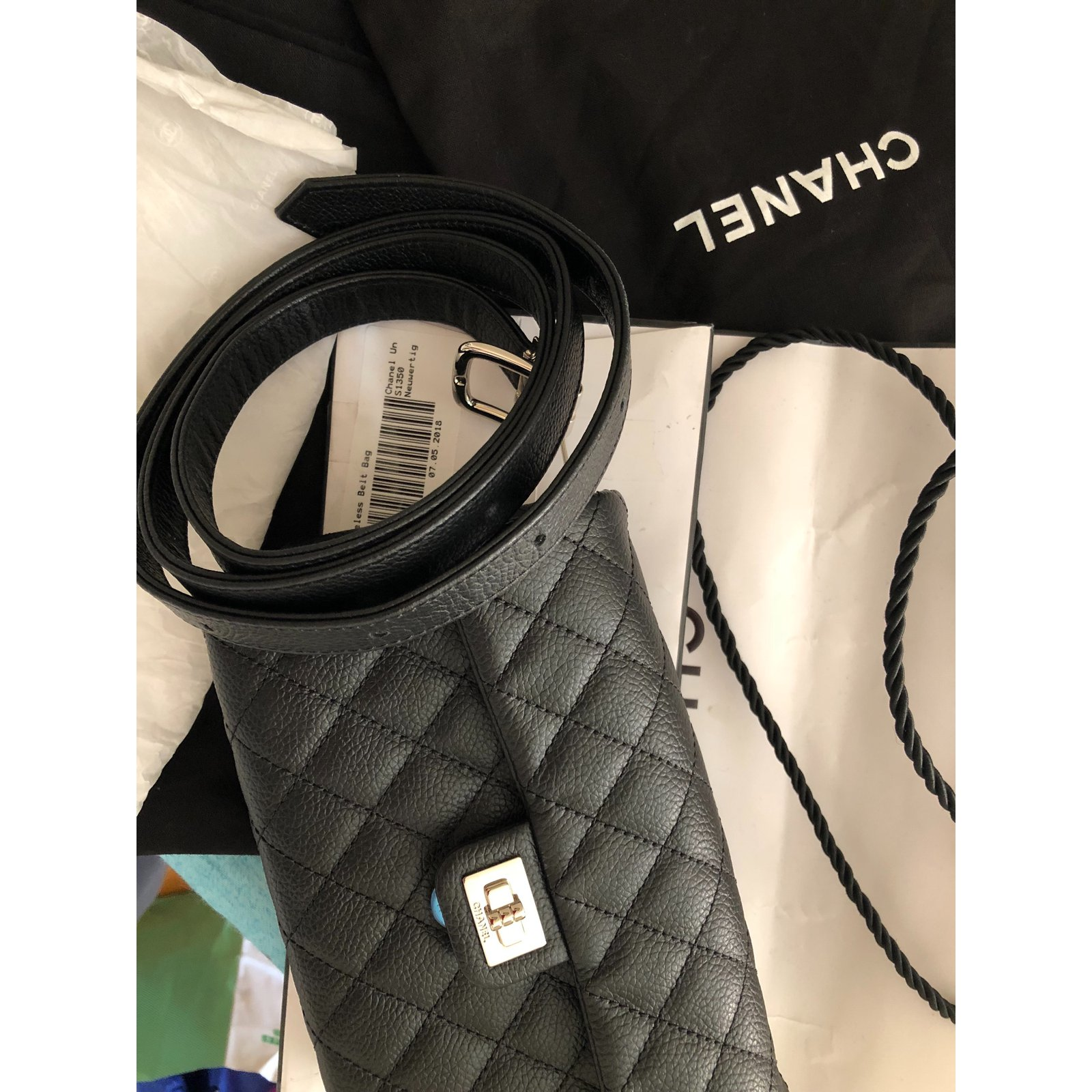 728421b2b1c2 Sacs de voyage Chanel Pochette ceinture Cuir Noir ref.78935 - Joli Closet