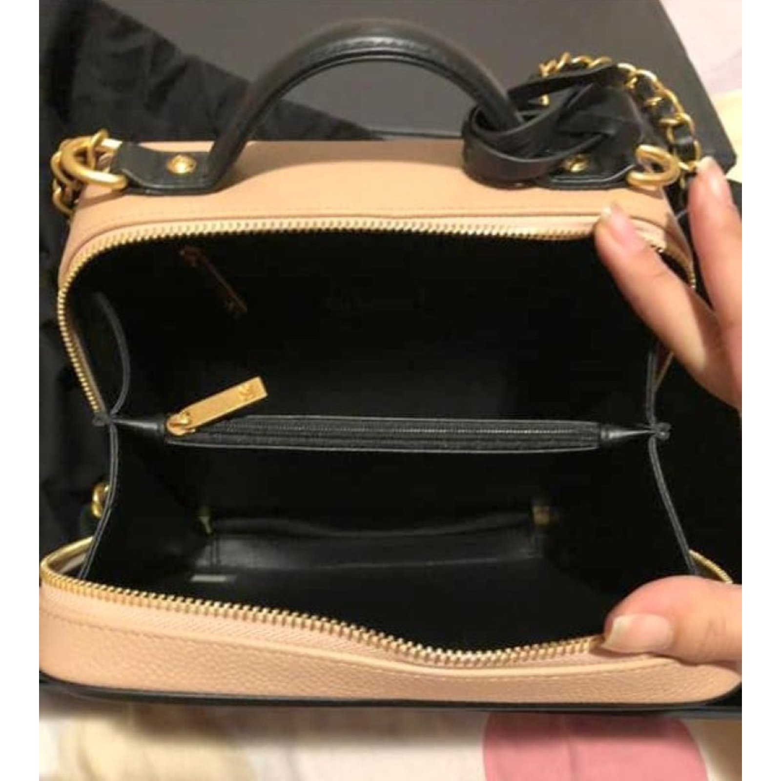 9fe2eb6b0dca Chanel VANITY CASE Handbags Leather Beige ref.84305 - Joli Closet