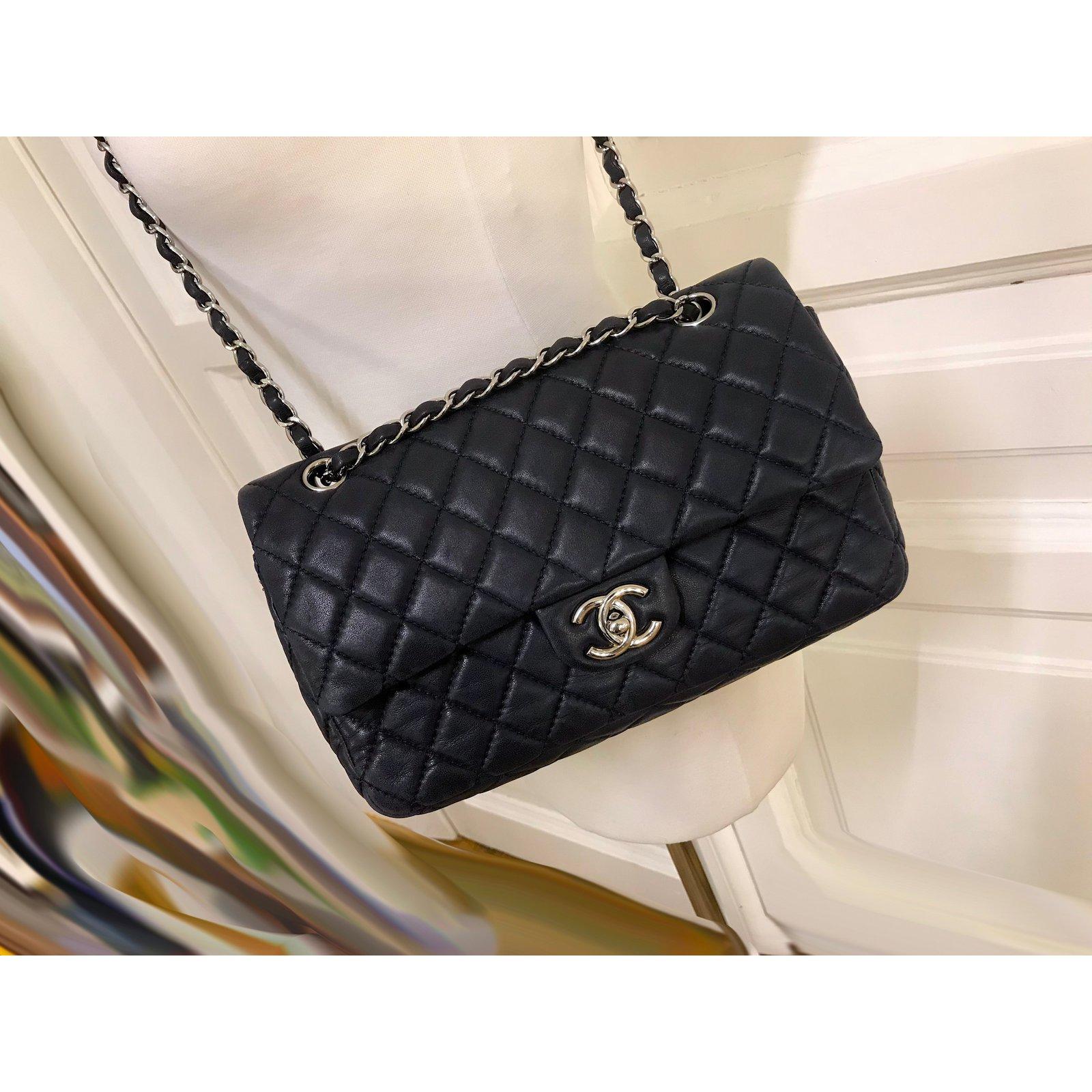 8d0b3d8c80e2c0 Chanel Timeless Medium Double Flap Bag Handbags Leather Navy blue ref.84310  - Joli Closet