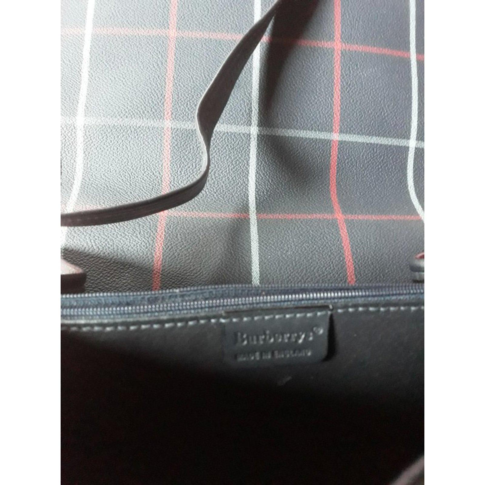 04f1b6dddac4 Burberry Hand bags Handbags Leather Dark blue ref.85327 - Joli Closet