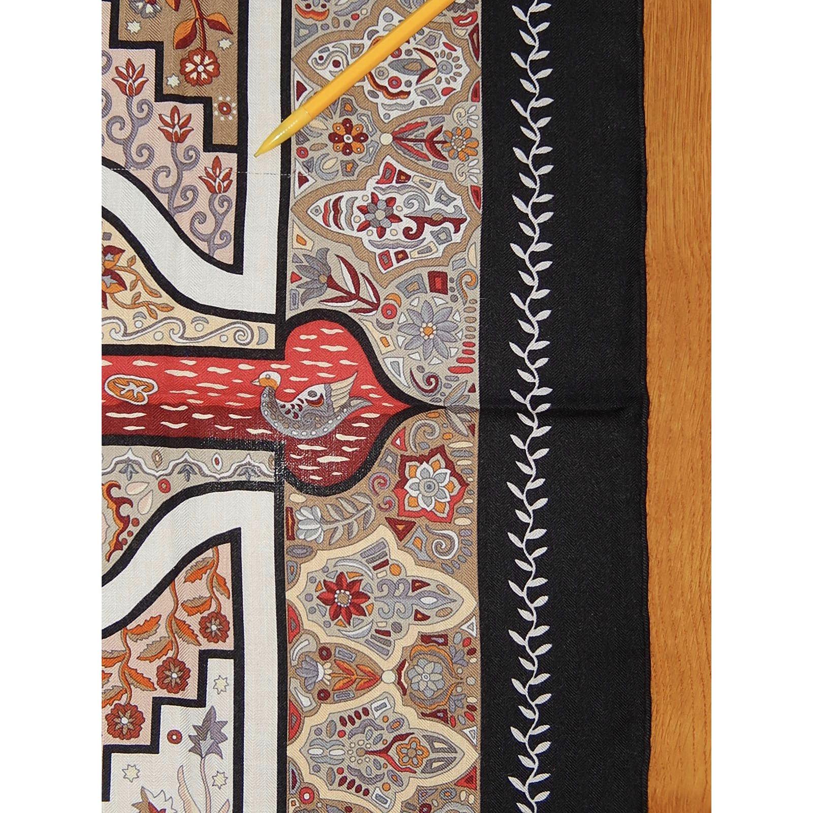 3135af589f52 Carrés Hermès Aux PORTES du PALAIS Cachemire Multicolore ref.90585 ...
