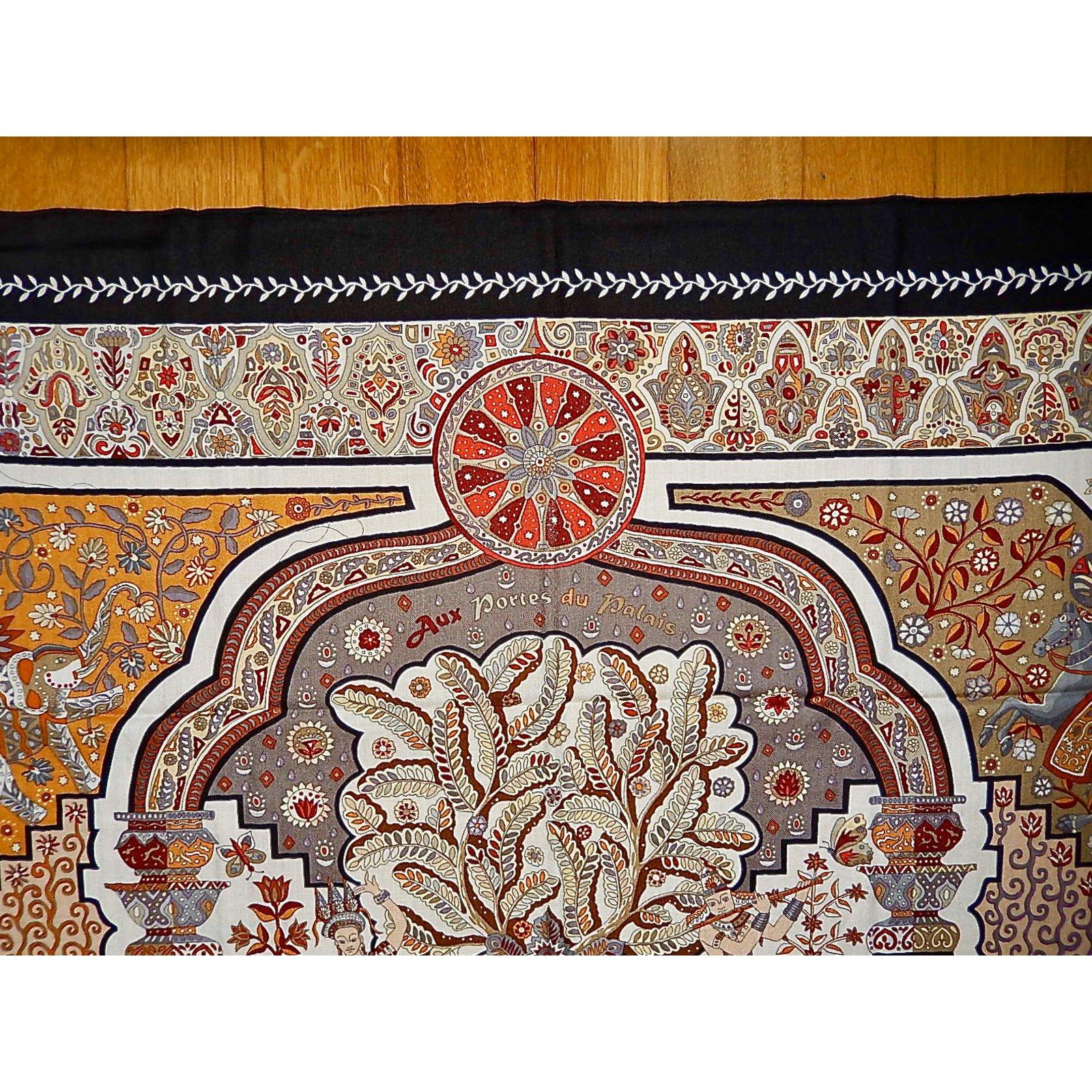 137cb9a3aa0a Carrés Hermès Aux PORTES du PALAIS Cachemire Multicolore ref.90585 - Joli  Closet