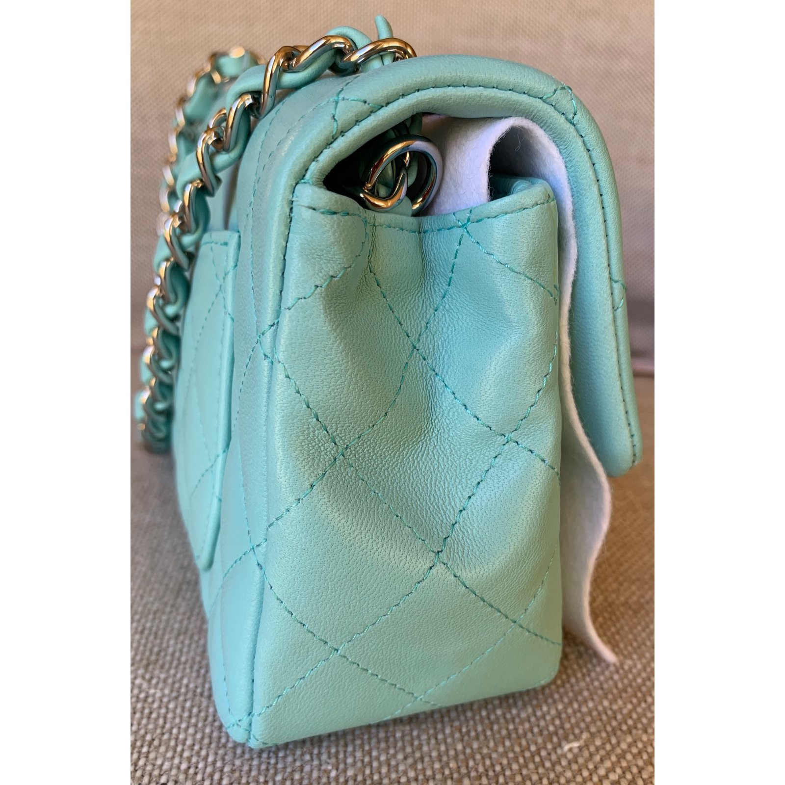 Sacs à main Chanel Mini-rabat en cuir d agneau matelassé classique bleu  clair avec chaîne en argent Cuir Bleu clair ref.92355 - Joli Closet 8ee3f04cfb6