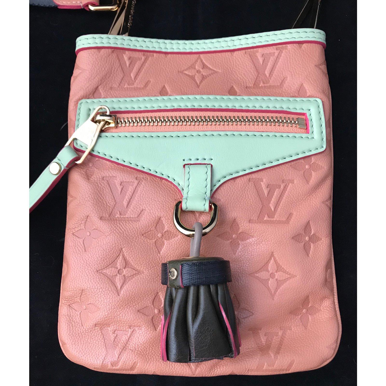 e76669104724 Louis Vuitton Under-Flat collection spring summer 2010 Handbags Leather  Pink ref.92824 - Joli Closet